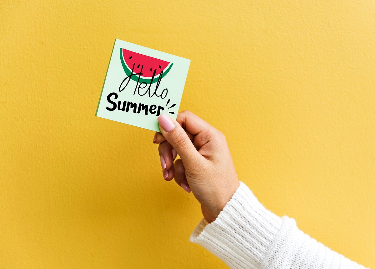 Summer themed note with a yellow wall