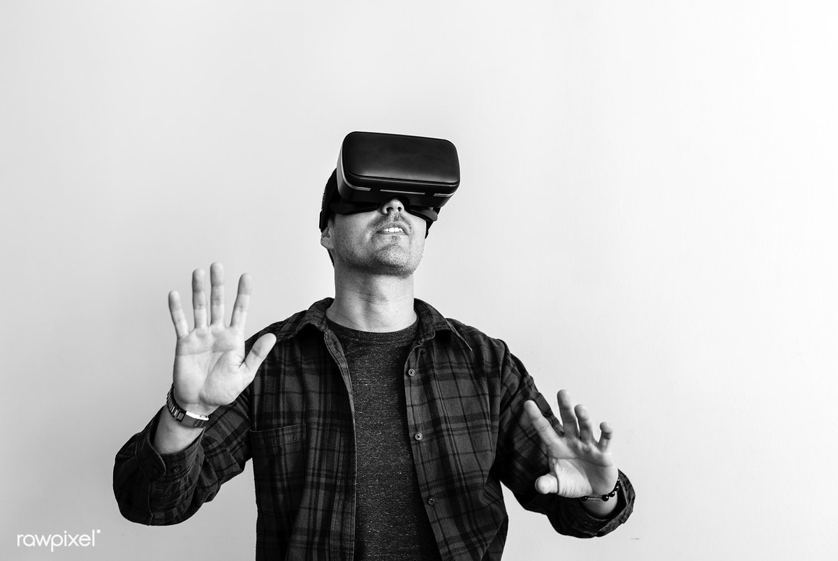 Guy wearing VR goggles | Free stock photo - 388501