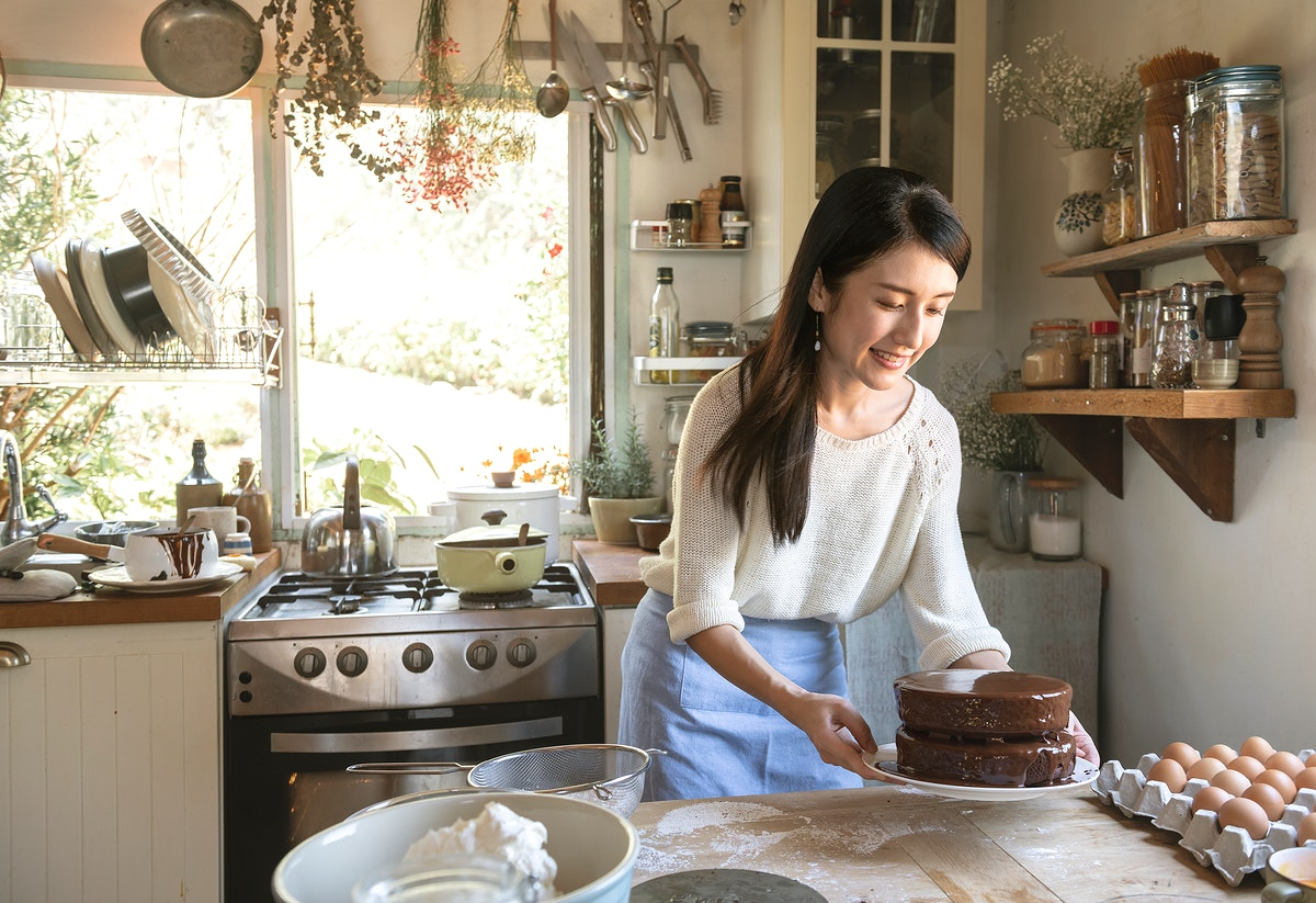 Japanese woman making chocolate fudge cake
