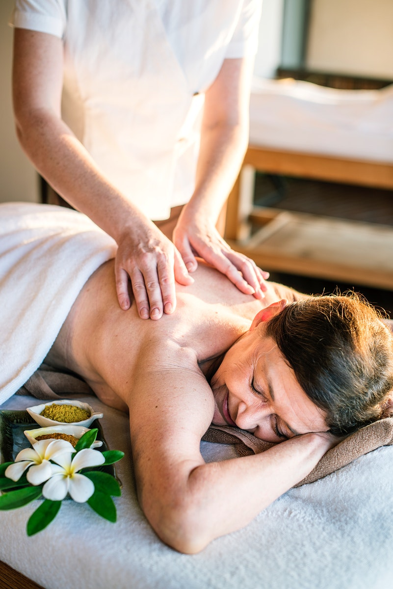 Female message therapist giving a massage at a spa