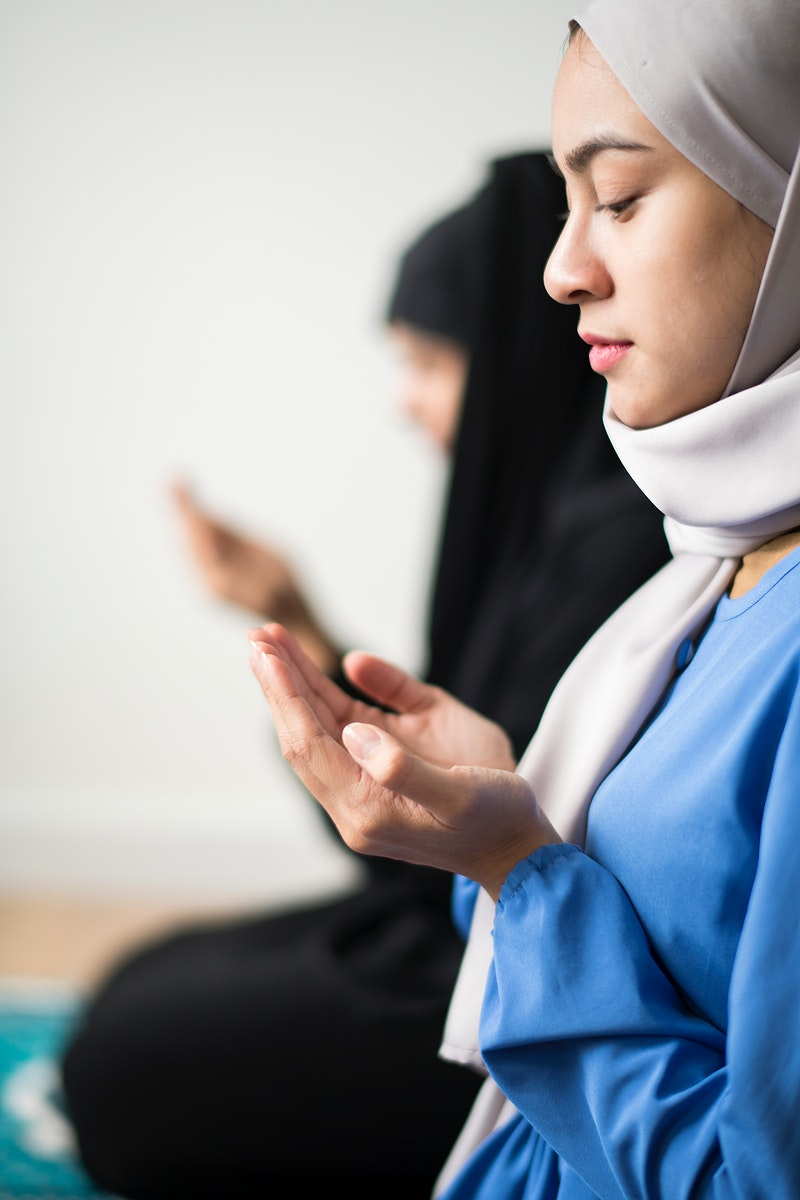 Muslim women making Dua to Allah