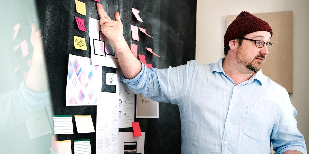 Leader brainstorming using a blackboard