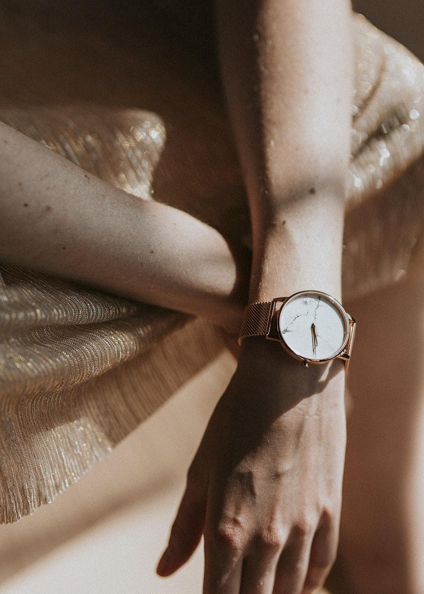Woman wearing a pink gold wristwatch