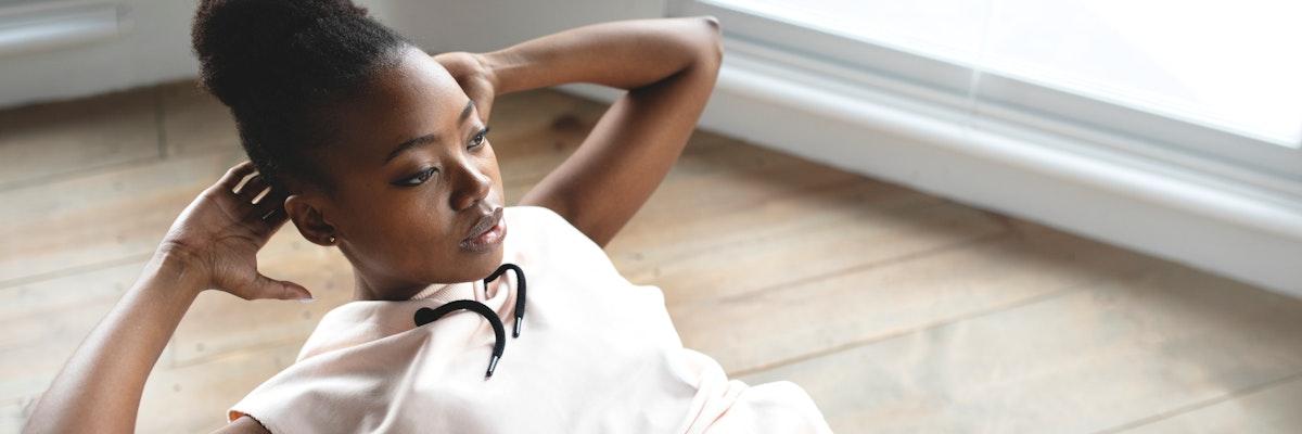 Black woman doing the sit-ups on a balance ball