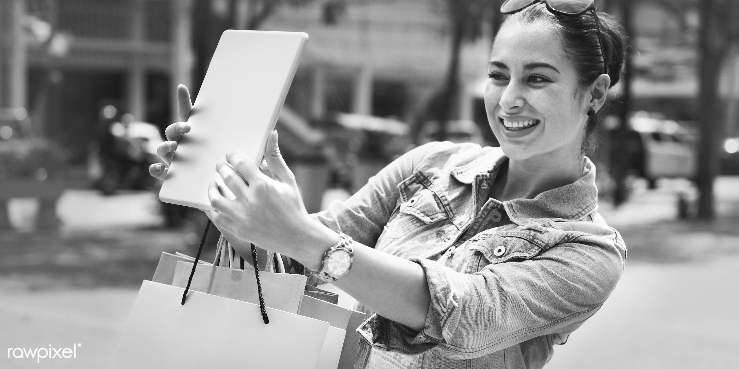 woman, selfie, shopping, shopper, pretty, enjoyment, leisure, happiness, happy, fun, enjoy