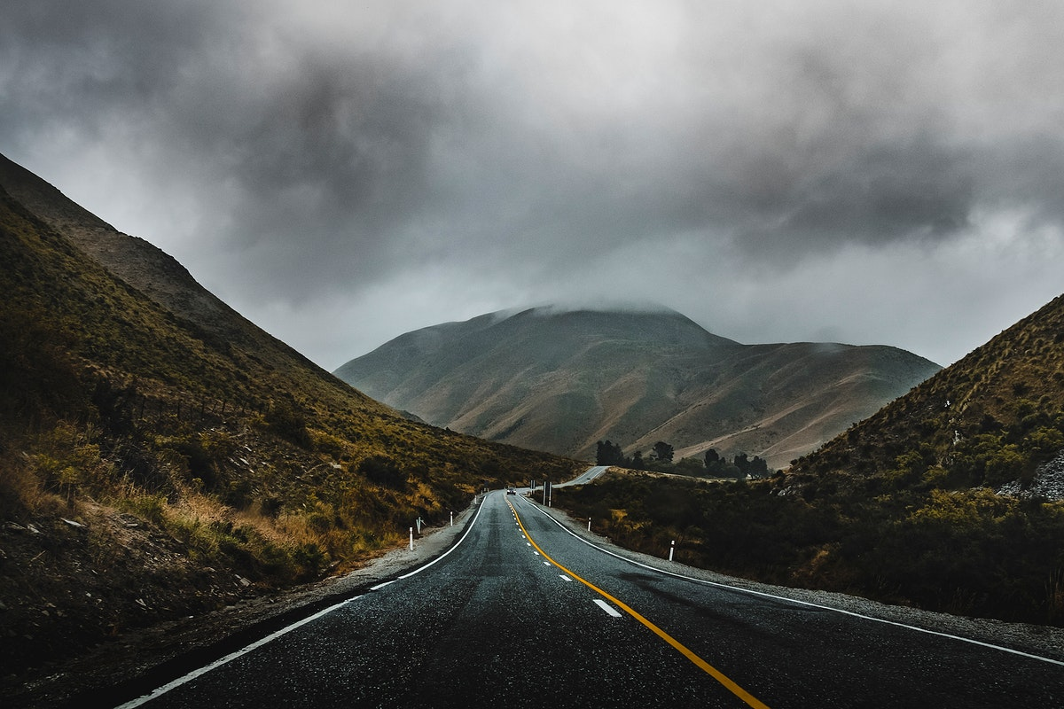 Road trough the hills of Canterbury, New Zealand