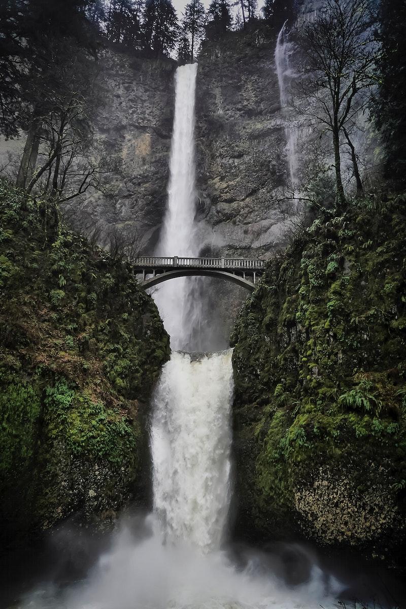 View of Multnomah Falls in Oregon, USA