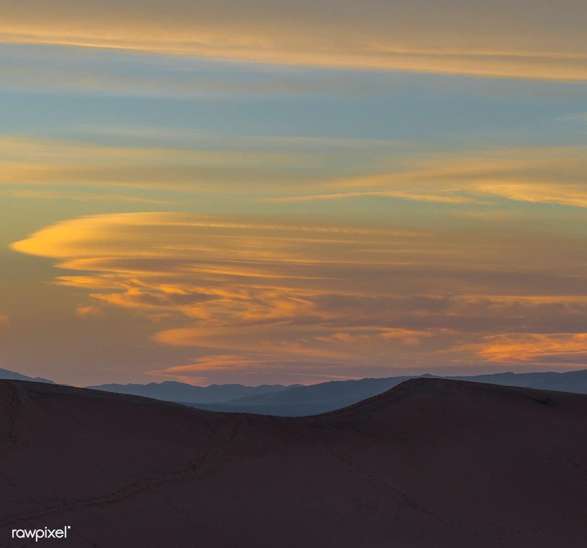 Sunrise over a beautiful desert | Free stock photo - 430235