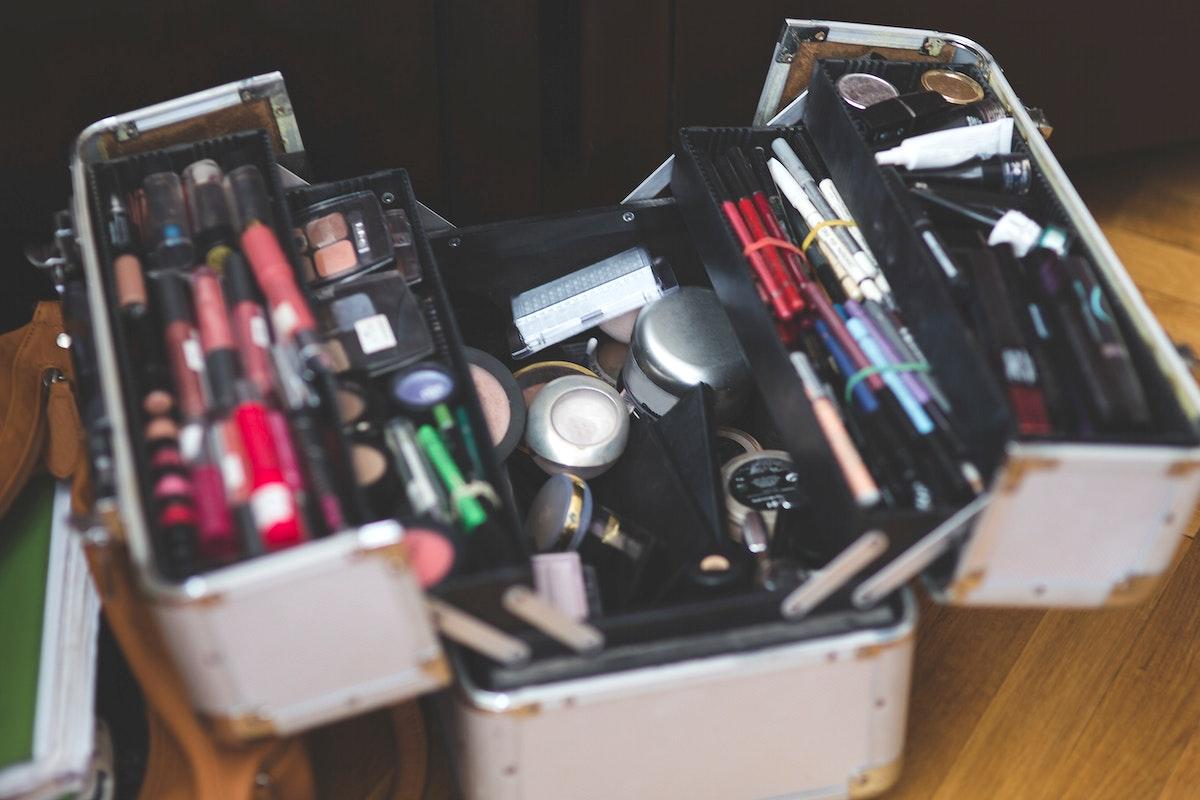 Box full of makeup. Visit Kaboompics for more free images.