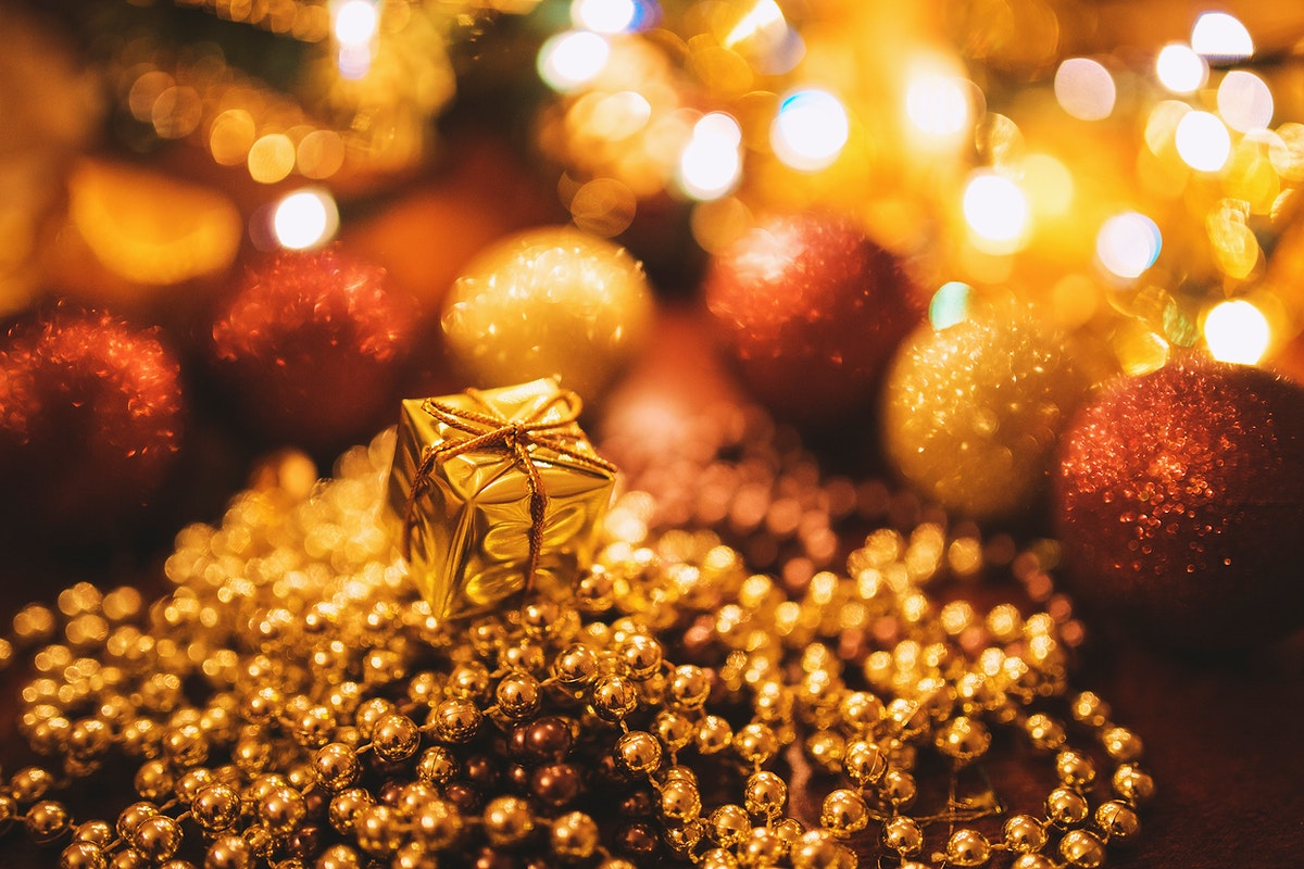 Golden Christmas decorations. Visit Kaboompics for more free images.