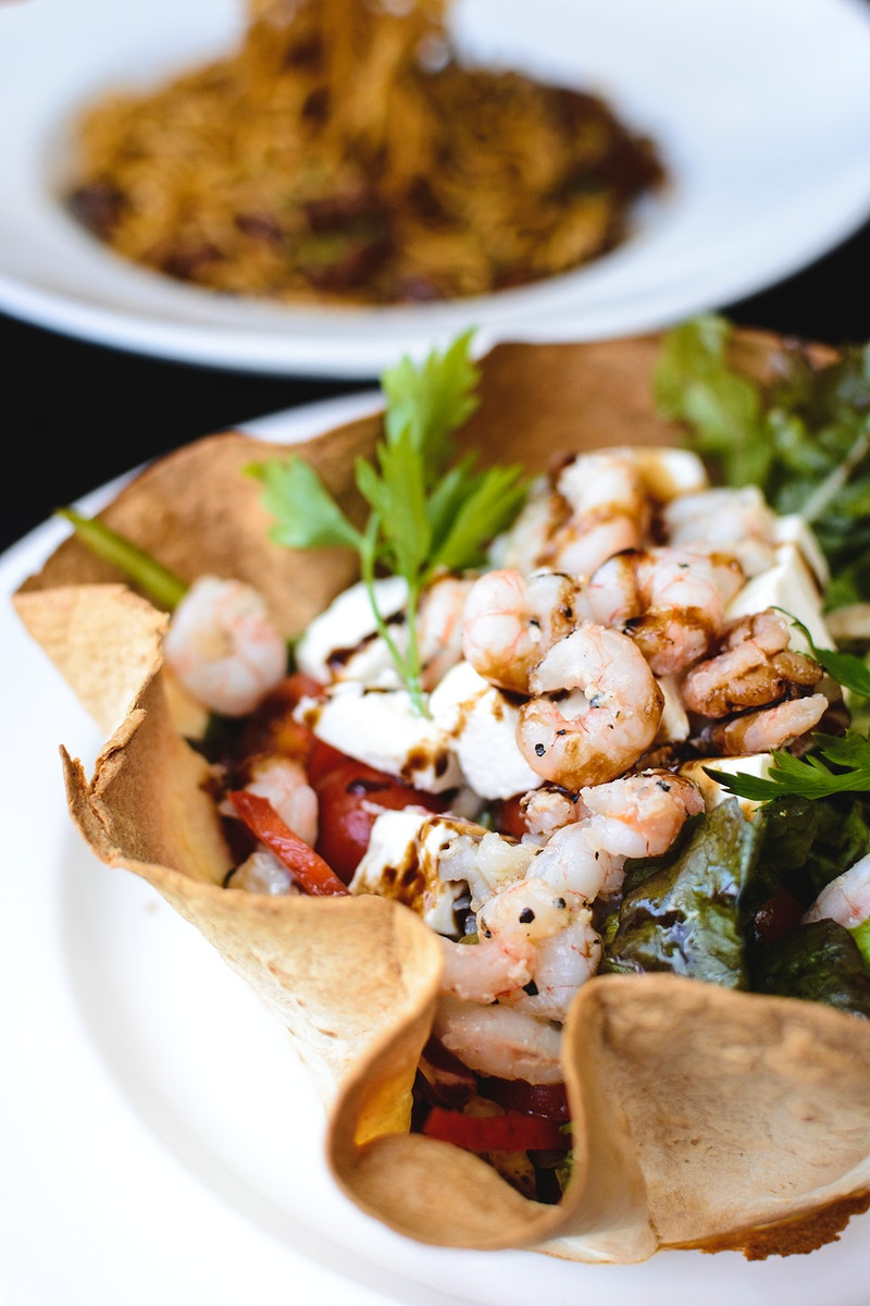 Salad with shrimp and feta cheese