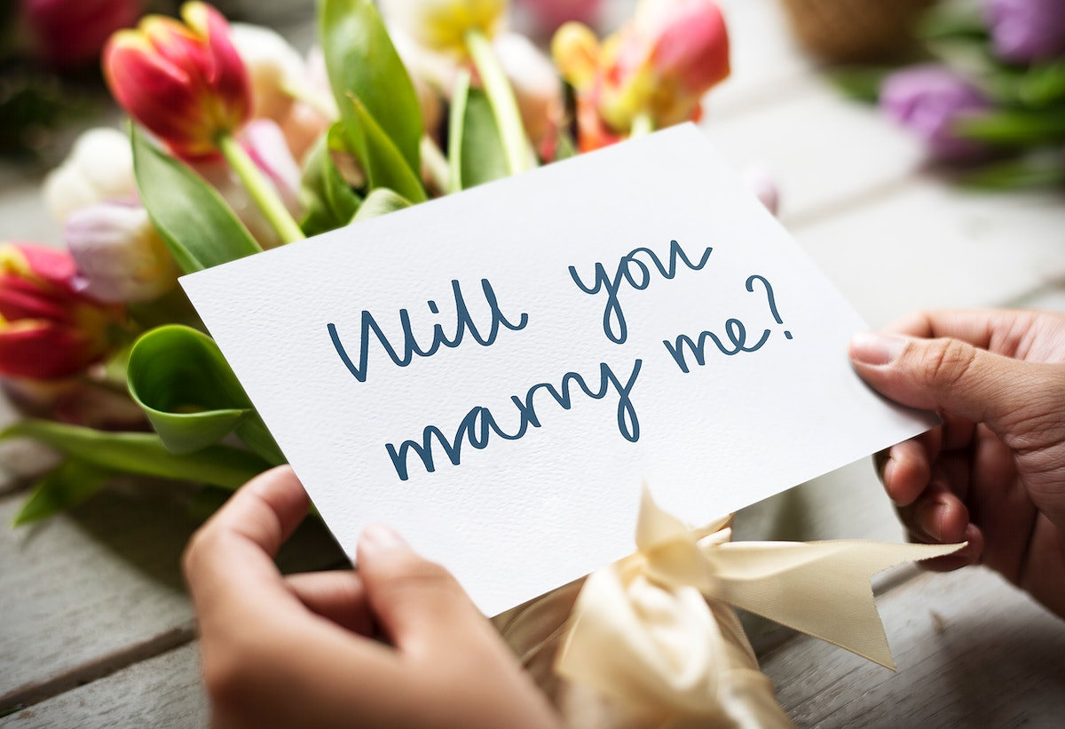 """Bouquet of flowers with a """"Will you marry me?"""" card"""