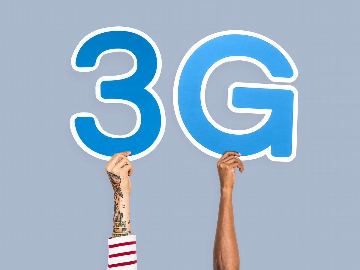 Hands holding up blue letters forming the abbreviation 3G