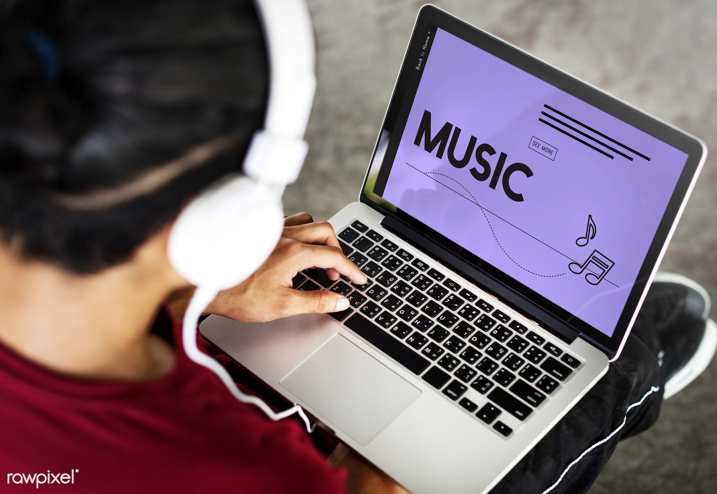 Online music - play, listen, audio, broadcast, browse, browsing, connect, connection, digital media, discover, enjoy,...