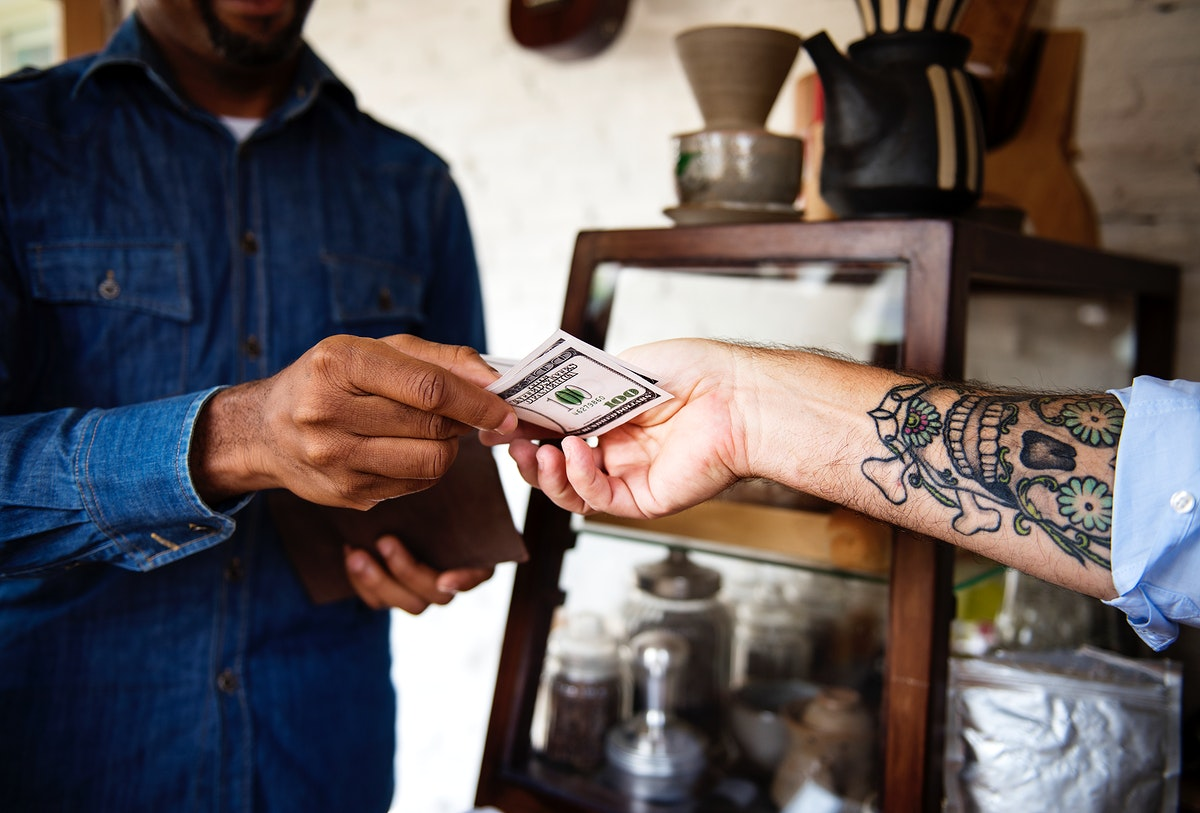 Customer pay by cash