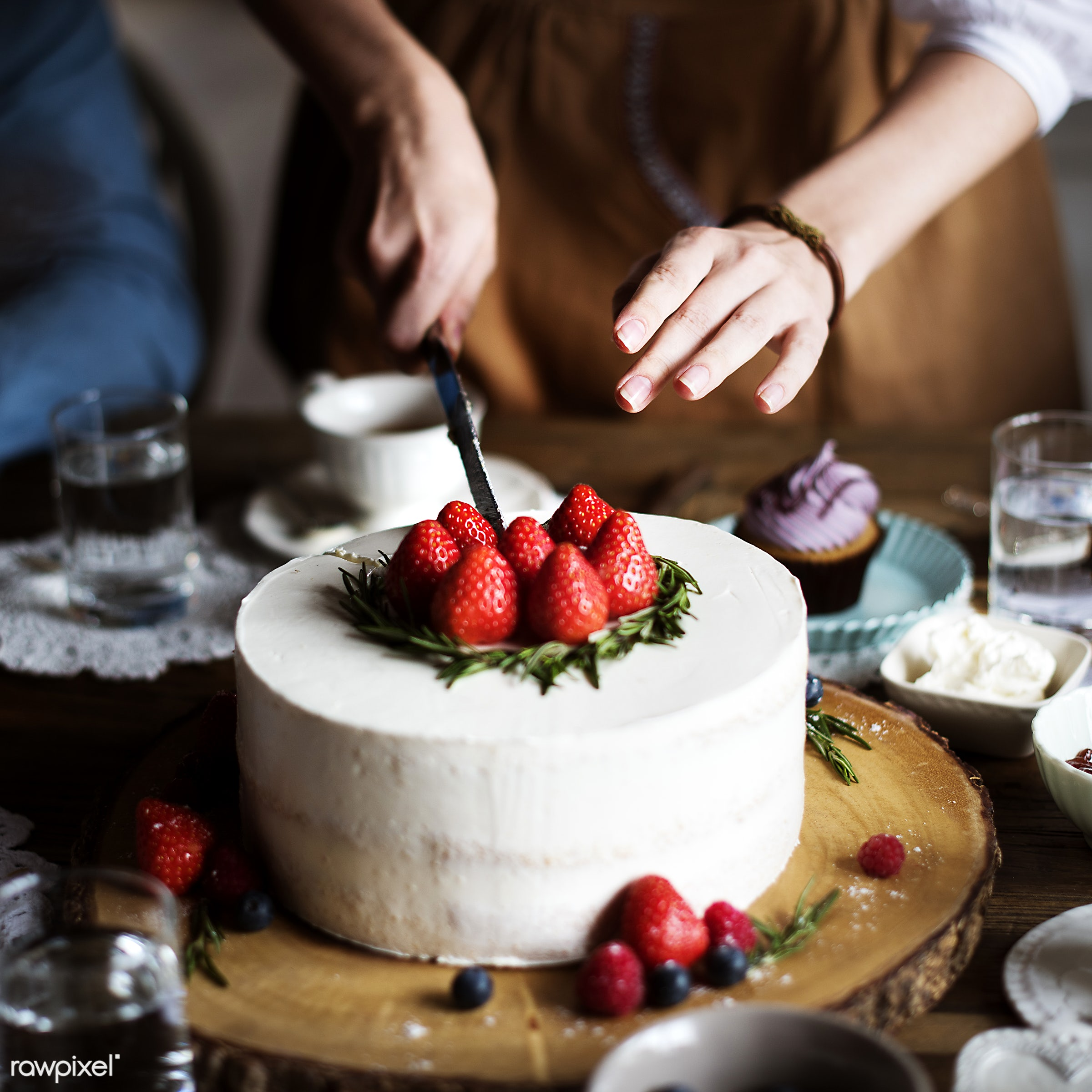 birthday, person, tea, party, people, drinks, sharing, bakery, hands, woman, knife, meal, dessert, water, cake, decorate,...