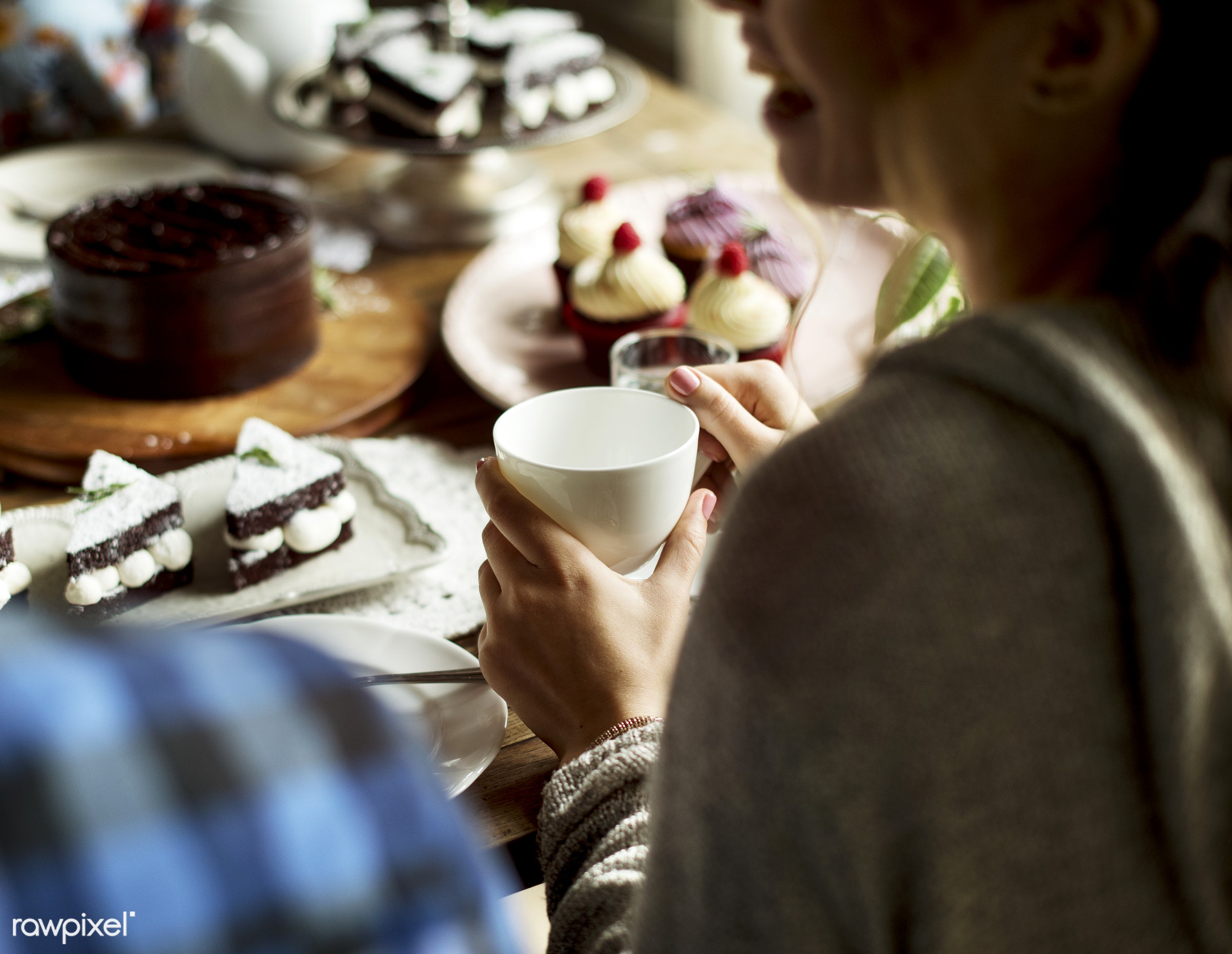 birthday, person, tea, party, people, drinks, sharing, friends, bakery, friendship, men, cheerful, smiling, dessert, meal,...