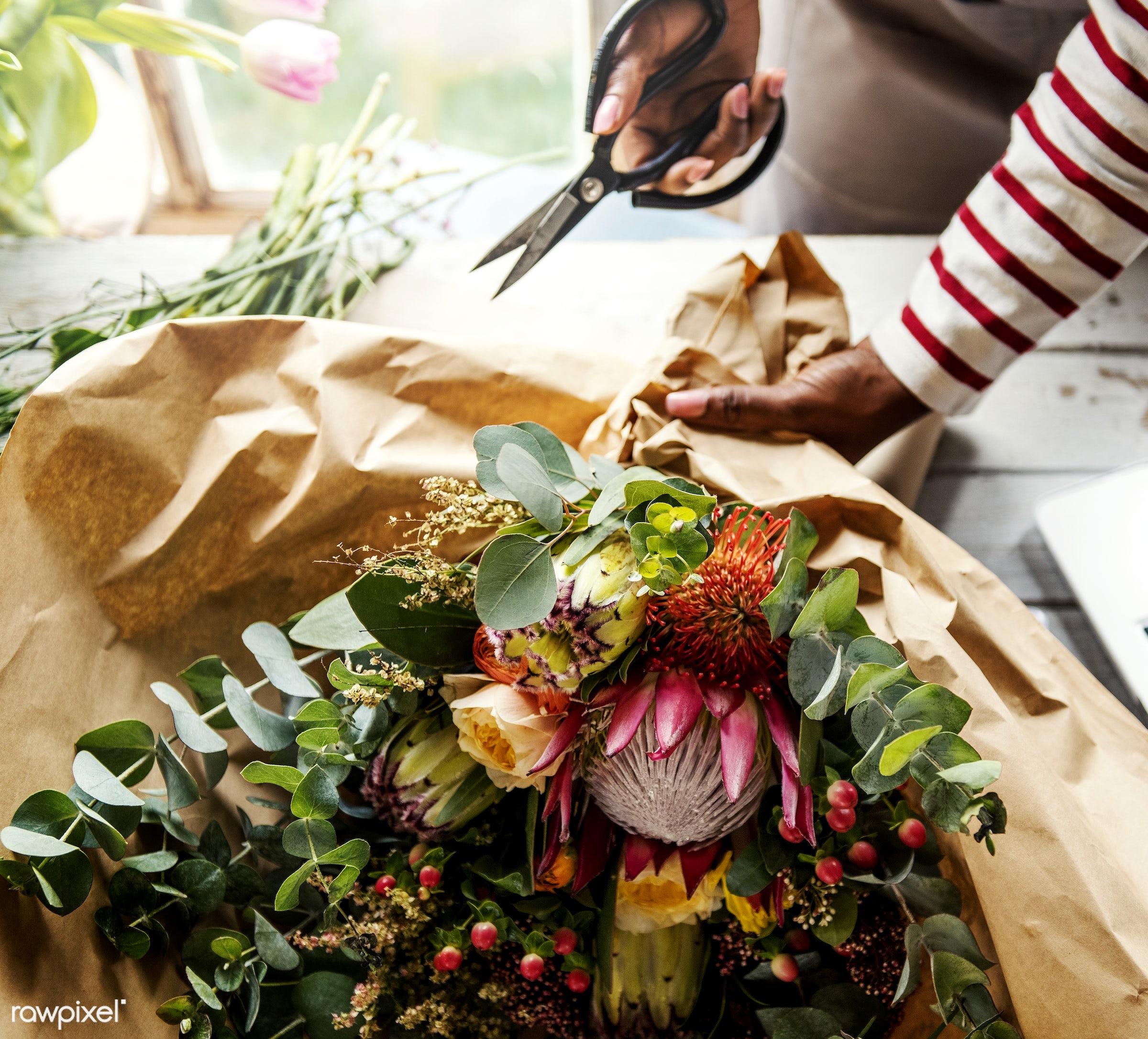 bouquet, shop, detail, person, decor, nature, woman, flowers, work, refreshment, florist, present, arrangement, roses,...