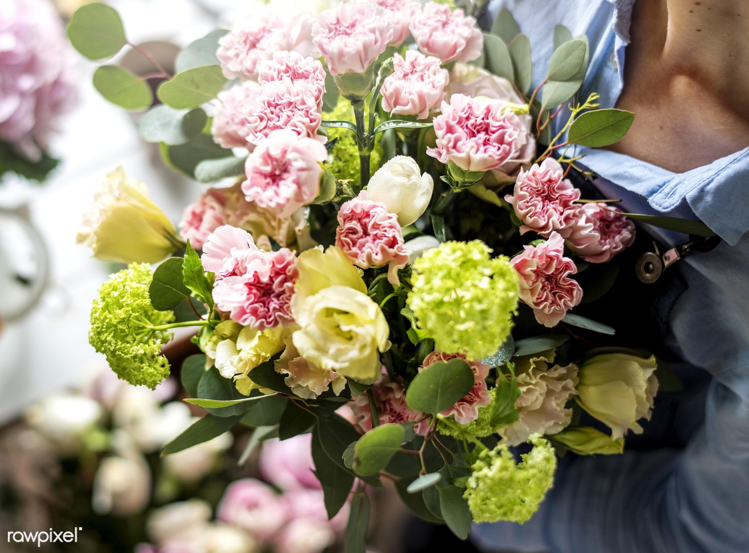 bouquet, shop, detail, person, hydrangea, decor, nature, woman, flowers, work, refreshment, carnation, florist, present,...