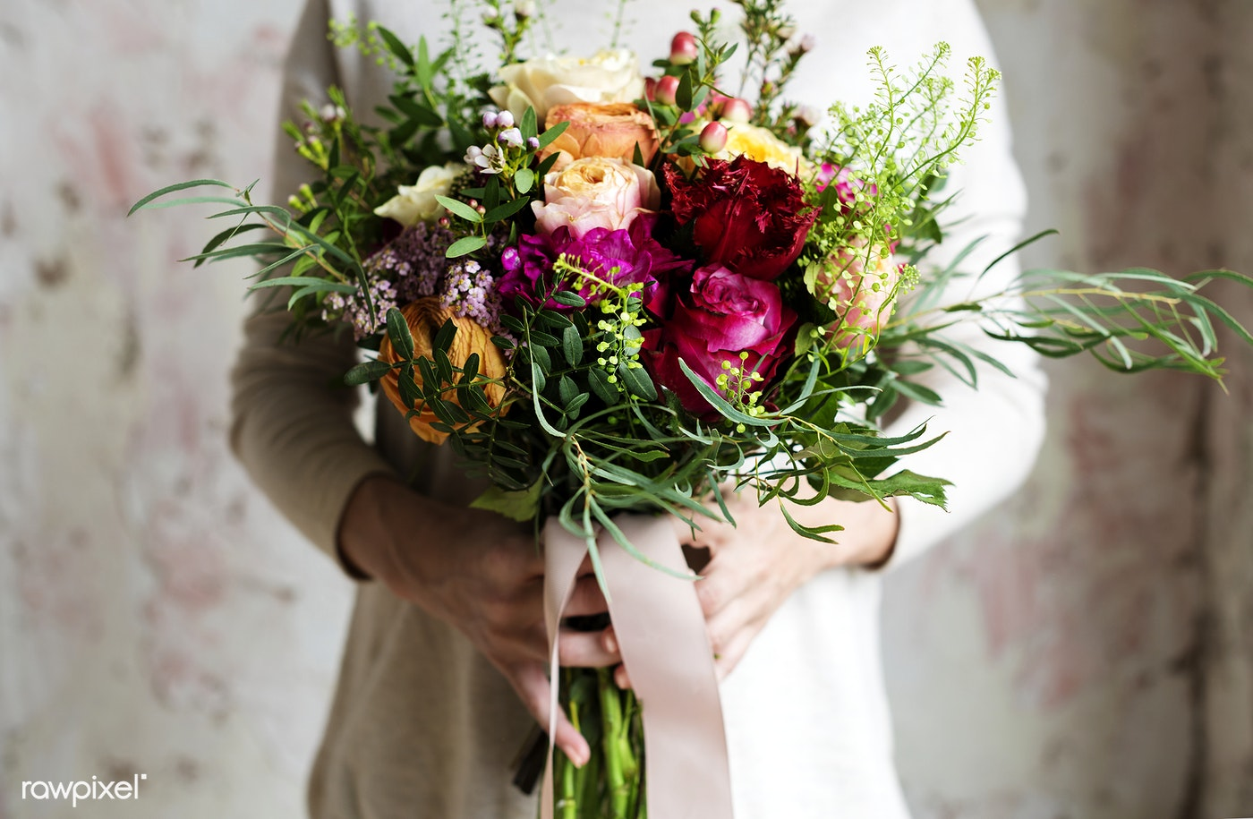 Hands Holding A Beautiful Bouquet Of Flowers Id 106773