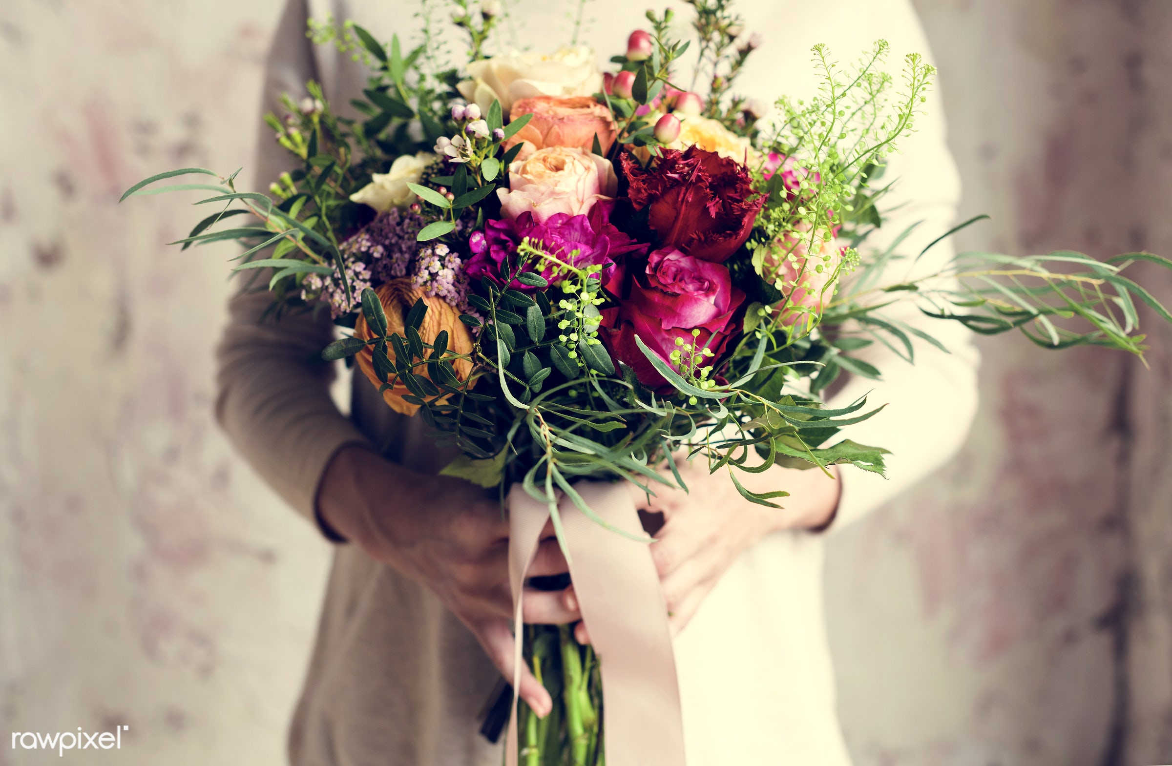 bouquet, detail, person, diverse, holding, show, people, decor, love, nature, woman, ribbon, care, flowers, cheerful, hold,...