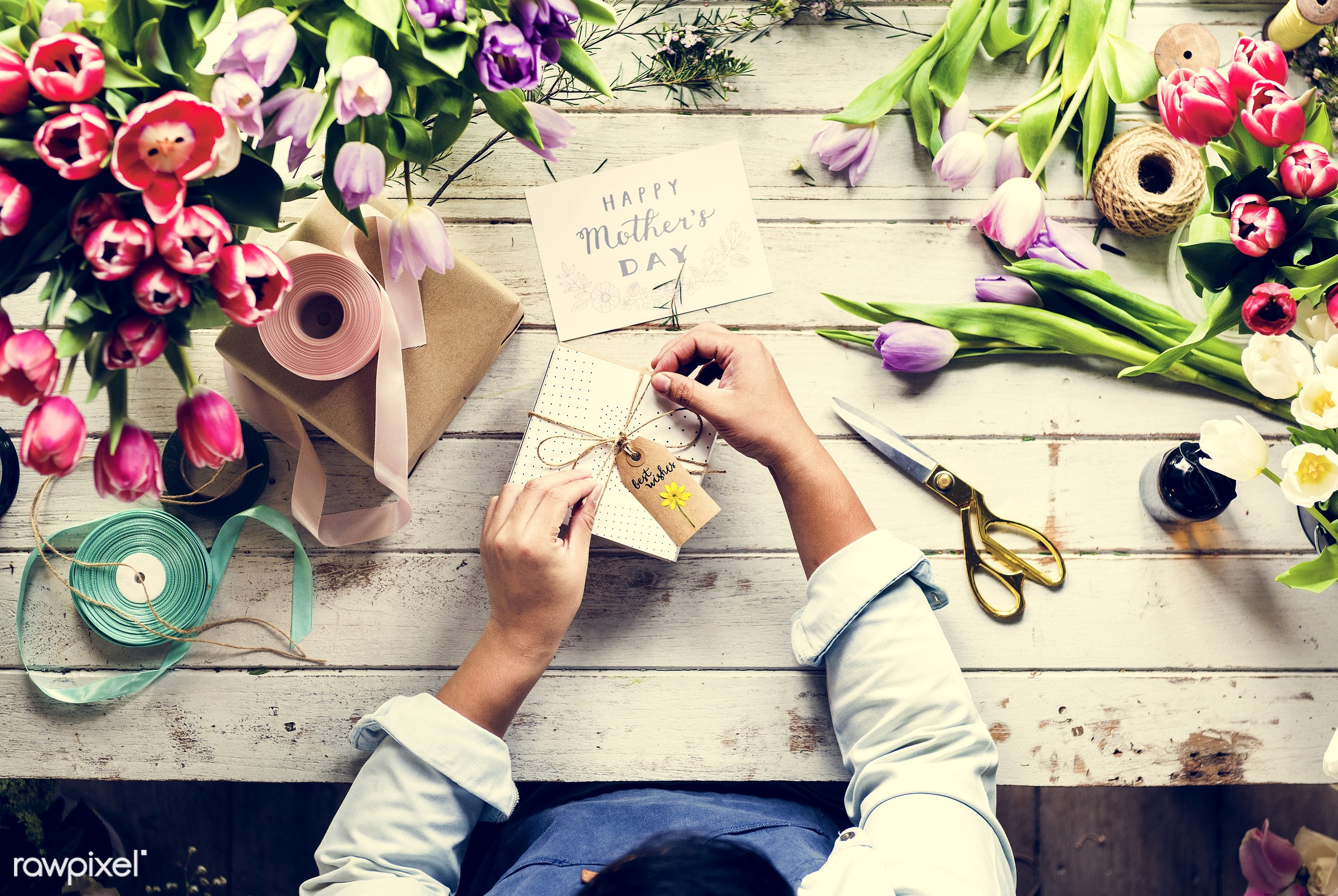 shop, bouquet, person, detail, people, decor, nature, card, flowers, work, greeting, refreshment, hold, career, florist,...