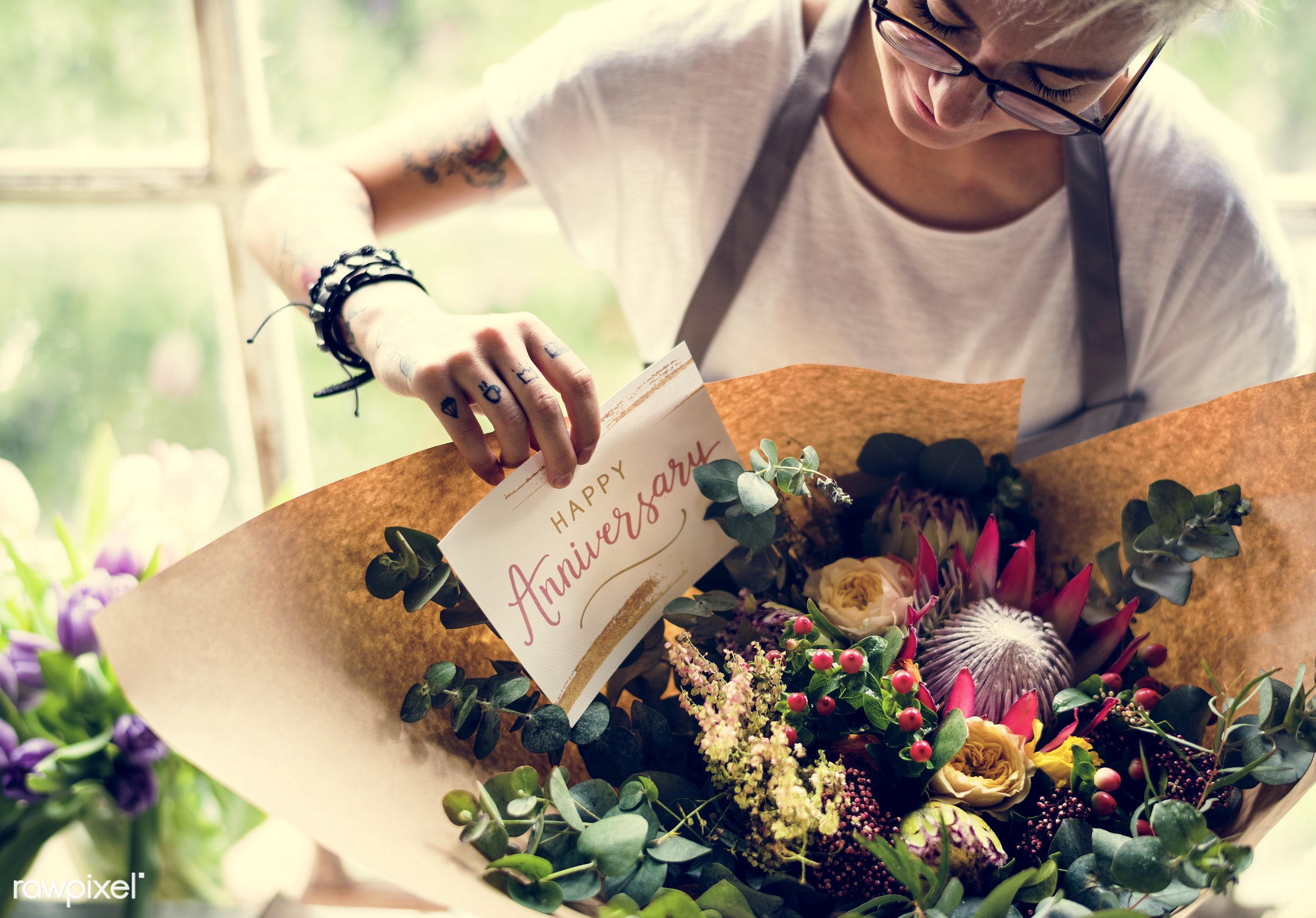 shop, bouquet, detail, person, people, decor, nature, card, flowers, work, refreshment, hold, career, florist, present,...