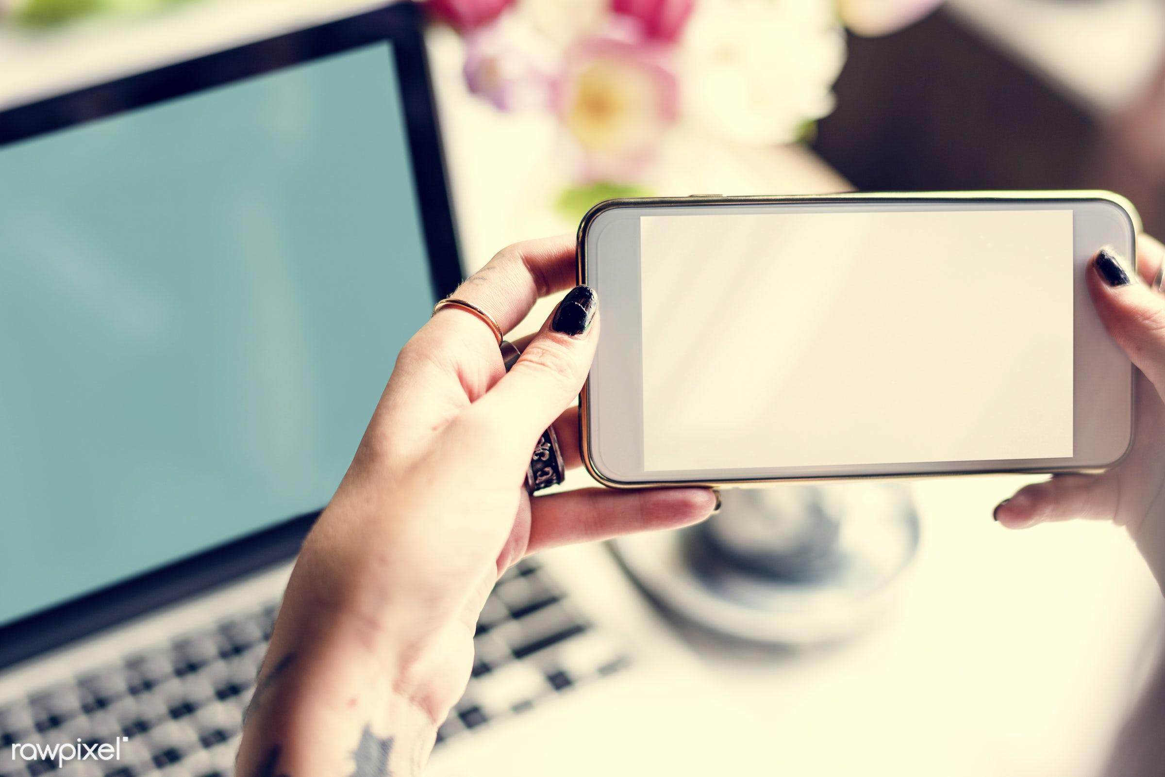 copy space, person, phone, snap, show, people, shot, tools, hands, cellphone, woman, capture, empty, laptop, feminine,...