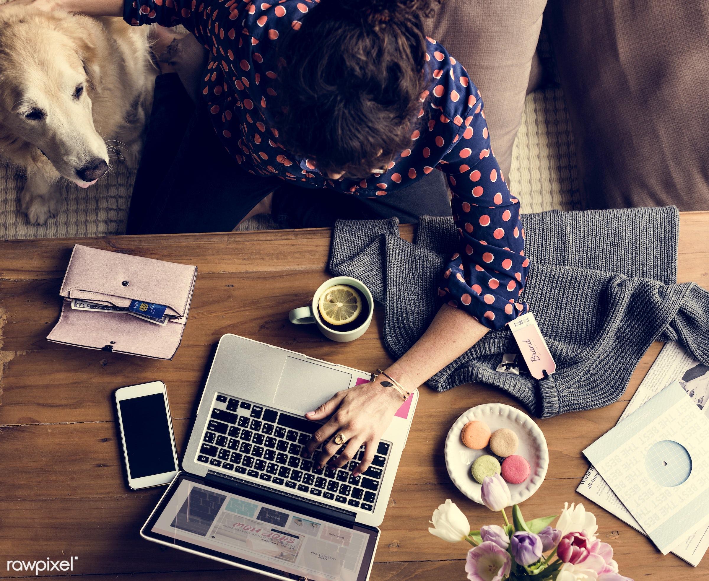 shop, person, phone, using, online shop, relax, desktop, show, people, search, cellphone, woman, laptop, surf, flowers,...