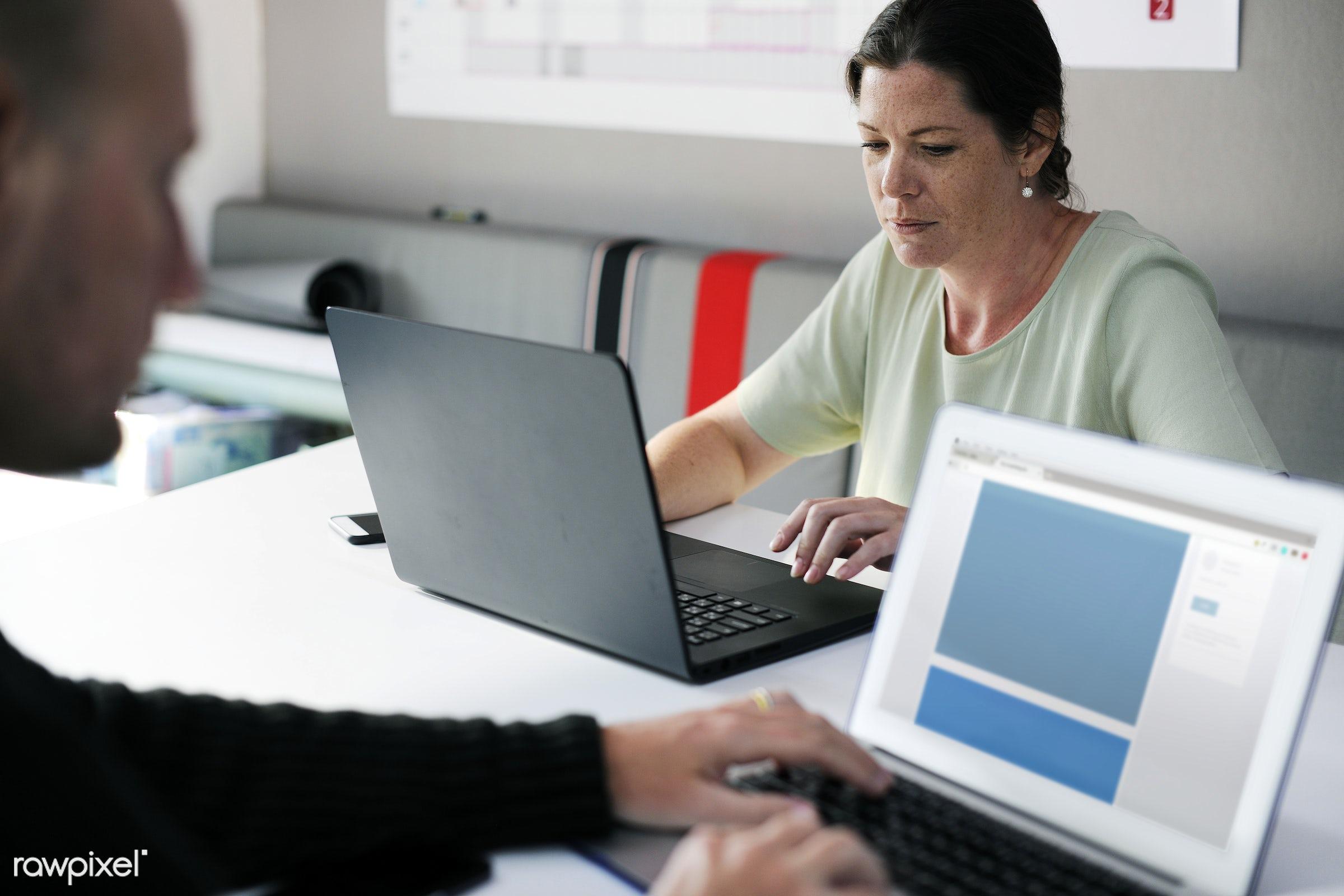 People using computer laptop - brainstorm, casual, caucasian, cc0, colleagues, communication, creative, creative common 0,...