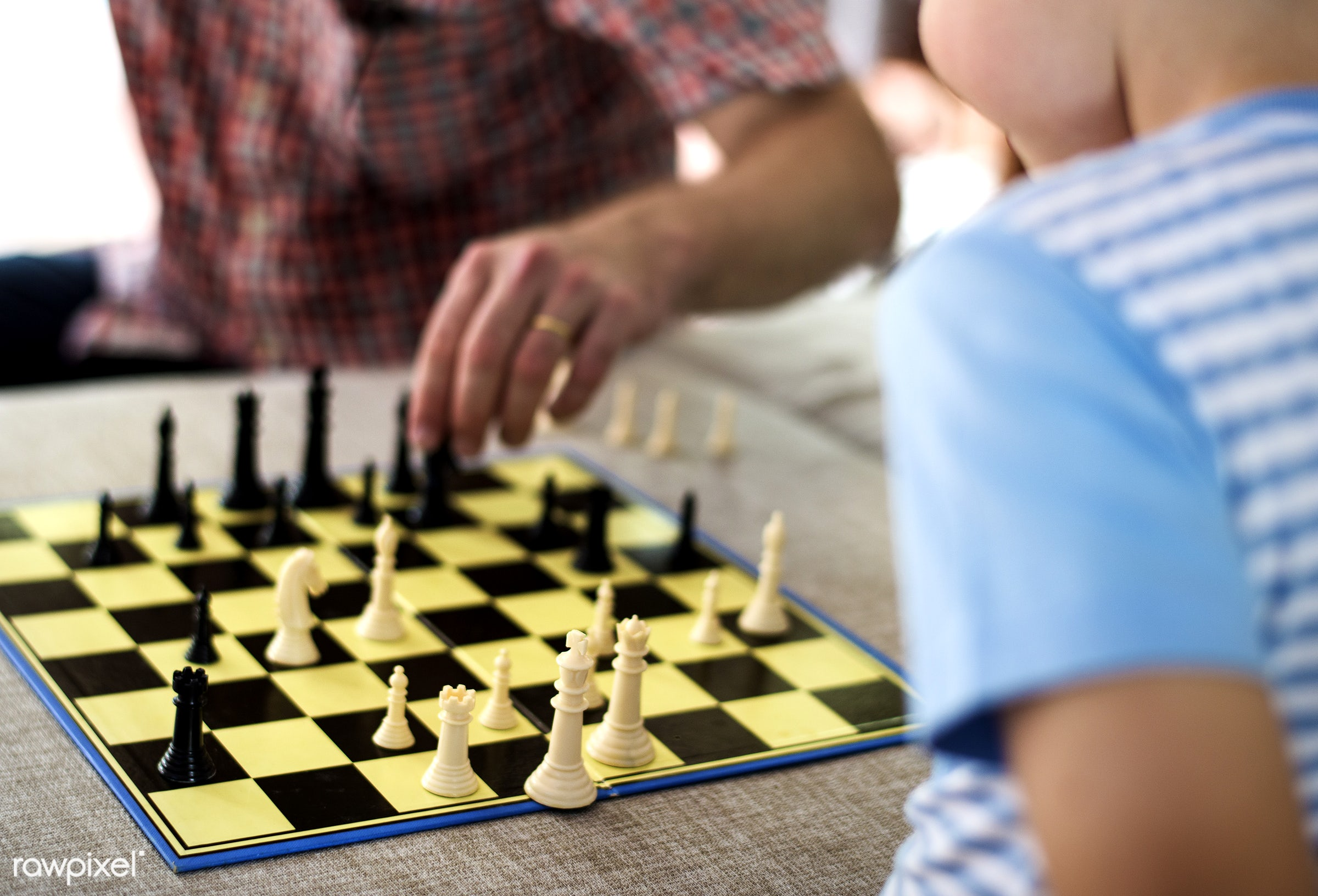 board game, chess, people, kid, playing, child, checkmate, family, mind game, generation, togetherness, strategy, leisure,...
