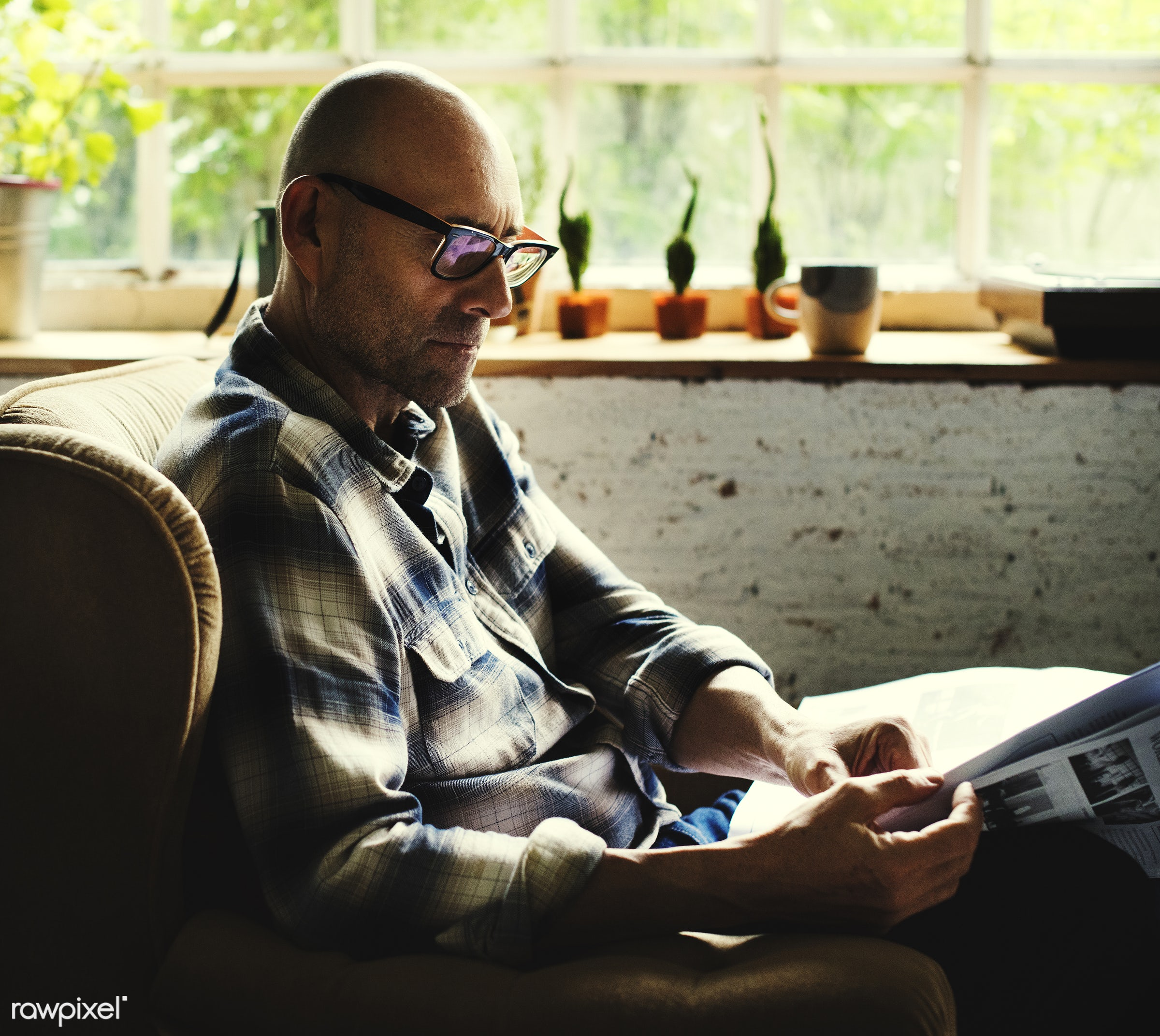 relax, paper, indoors, caucasian, sofa, read, eyeglasses, alone, man, hobby, leisure, couch, elderly, senior, newspaper