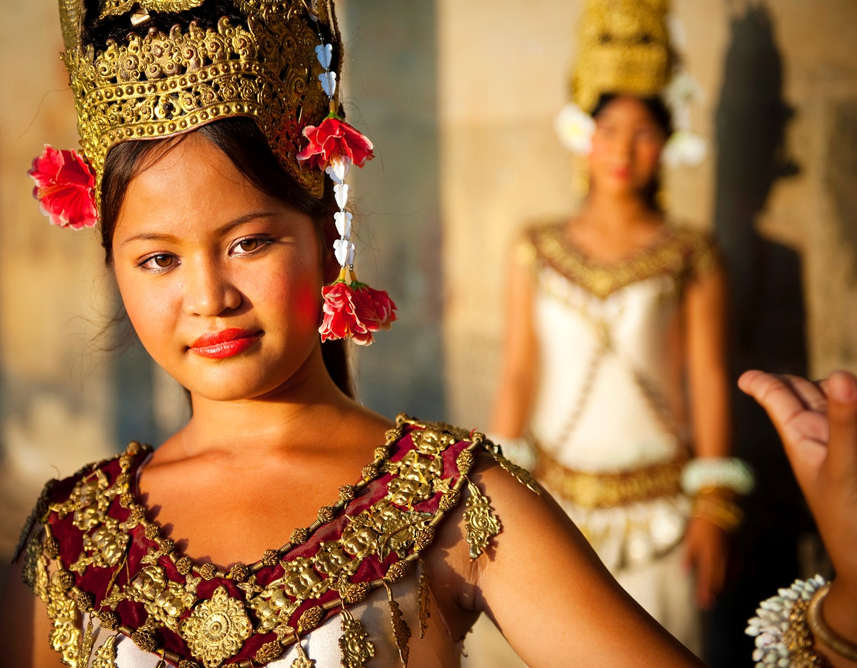 A beautiful young dancer posing for a picture.