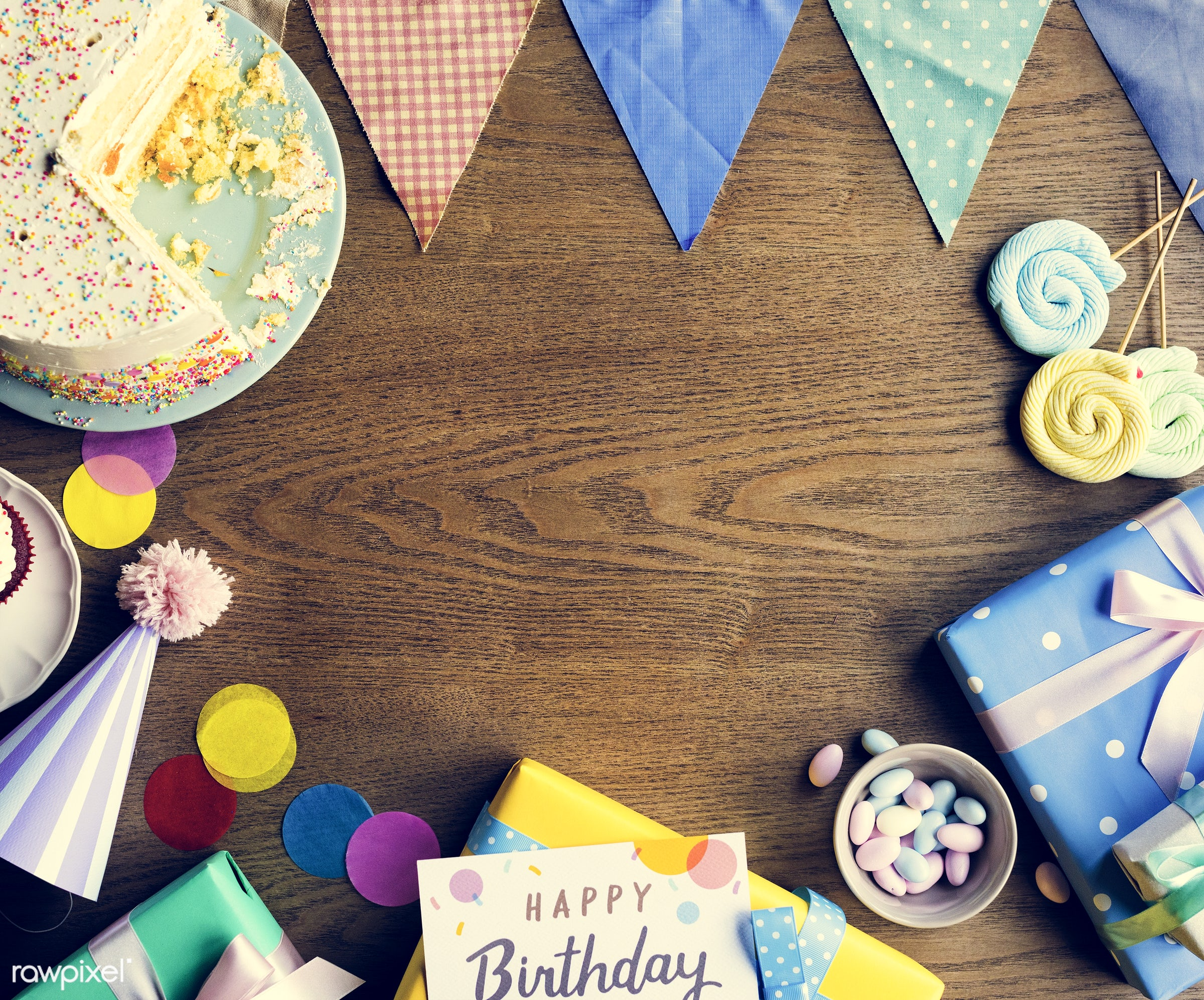nobody, birthday, gift, copy space, relax, occasion, show, party, hat, bakery, happy, gather, gathering, wooden background,...