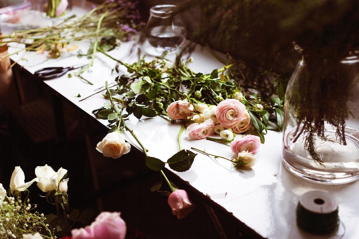 Fresh Roses Flowers Arrangement Decorative