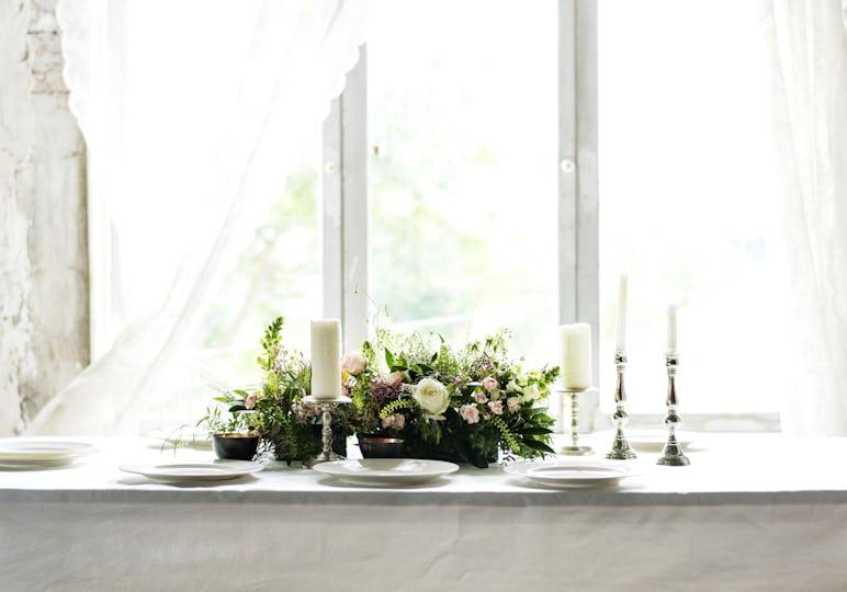 Wedding table setting centerpiece