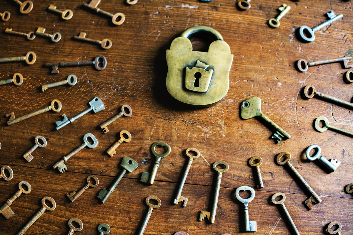 An old padlock and a bunch of keys