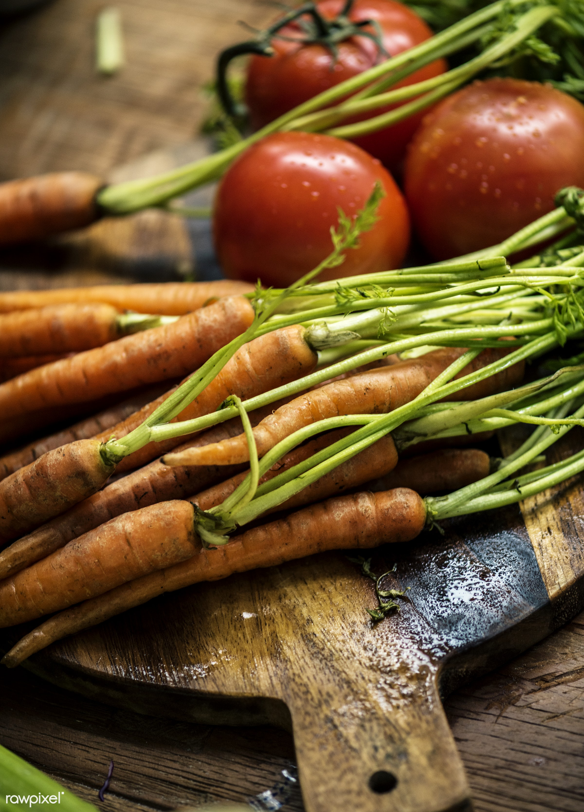 superfood, nobody, tomato, green, nutrients, real, organic, nature, fresh, carrots, vegetable, closeup, wooden table