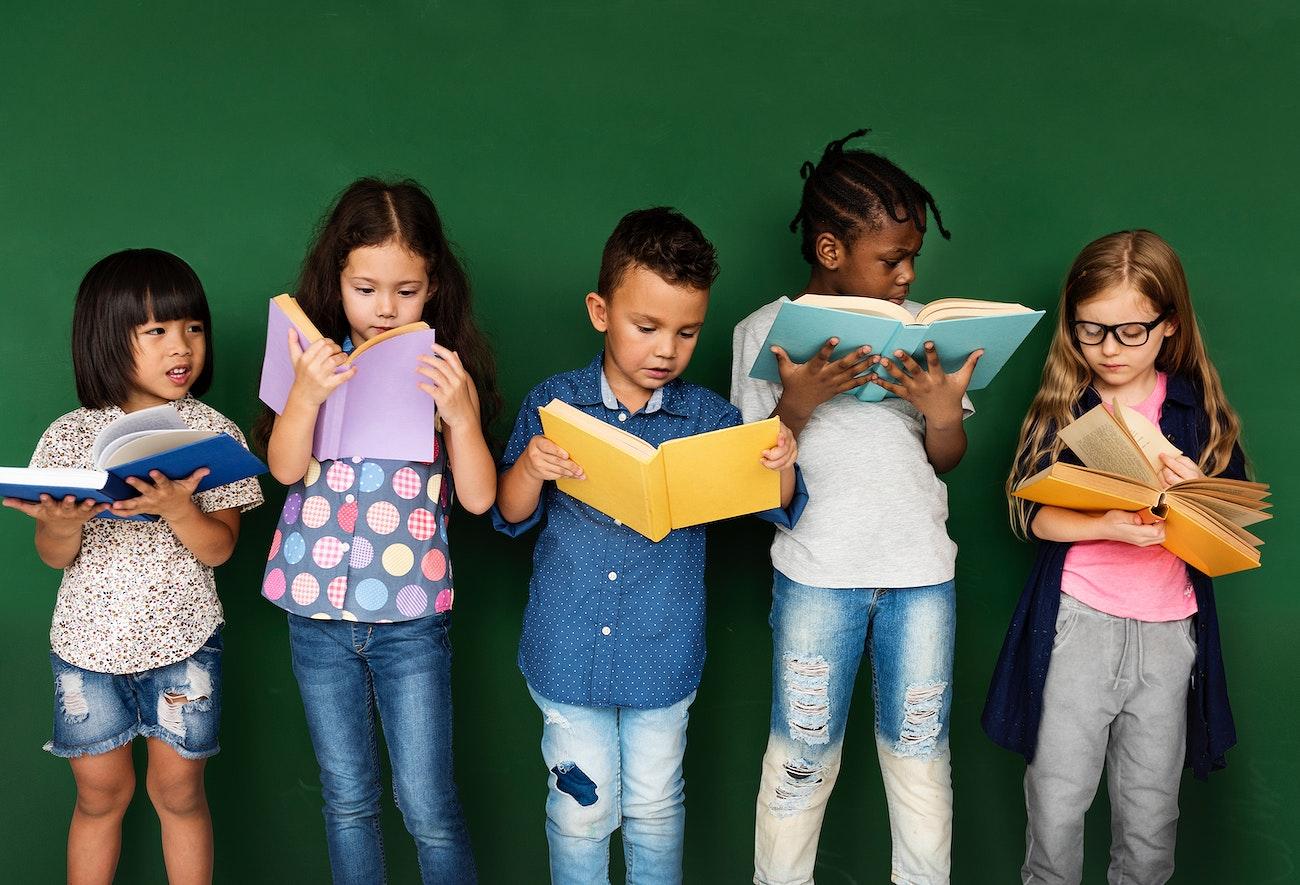 Kids reading at school | Royalty free photo - 207303