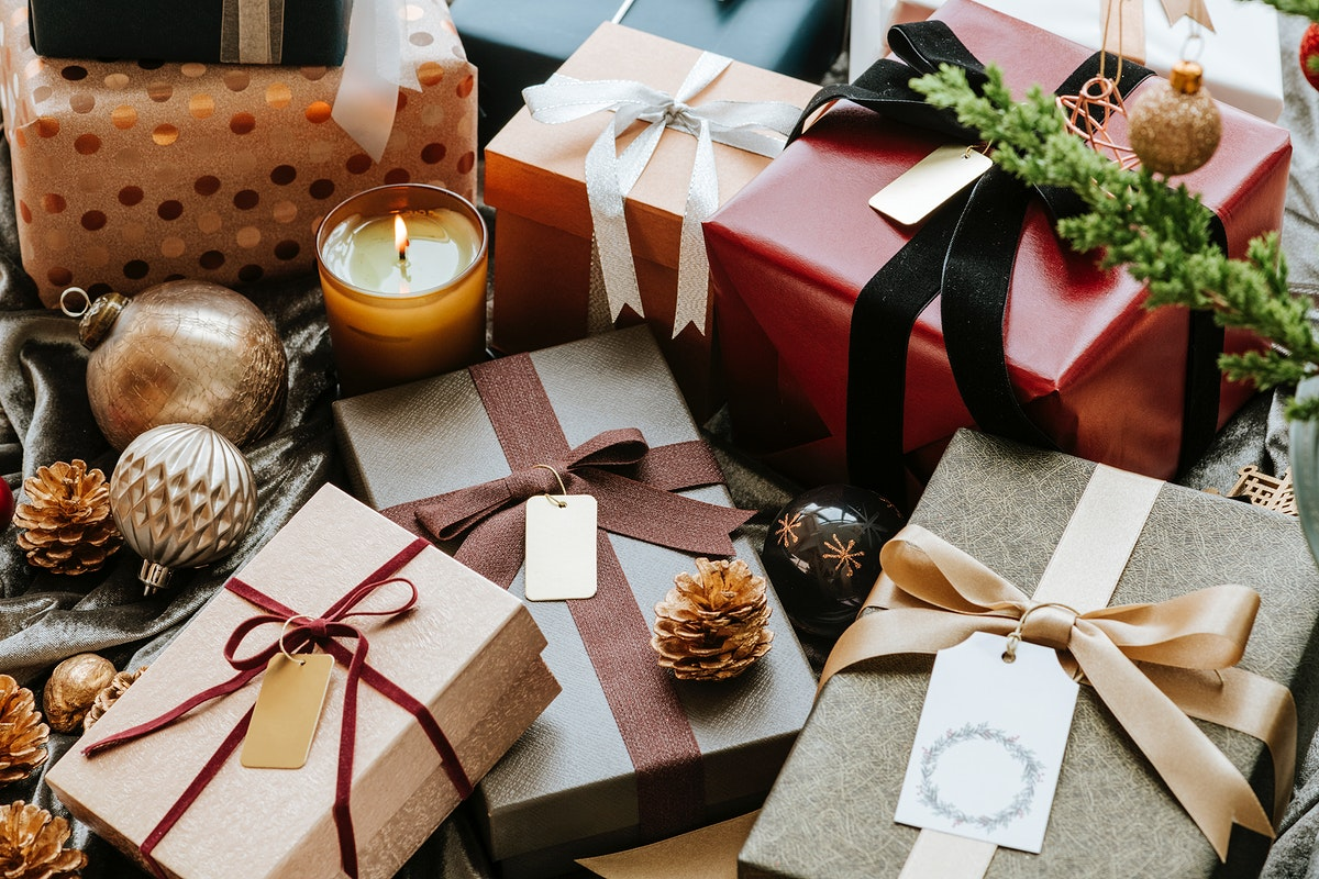 Aerial view of gift box with a tag