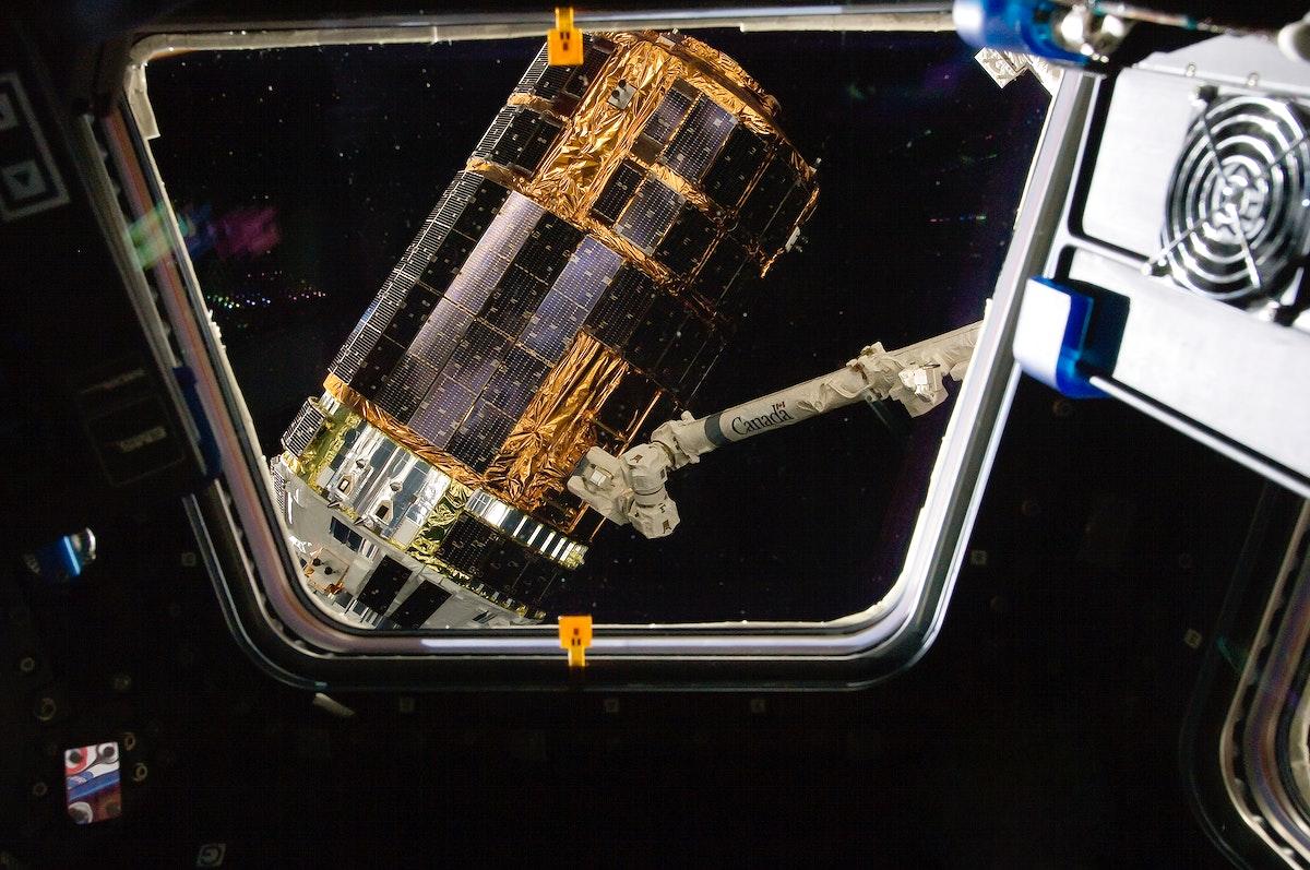 International Space Station's Canadarm2 grapples the unpiloted Japan Aerospace Exploration Agency (JAXA) H-II Transfer…