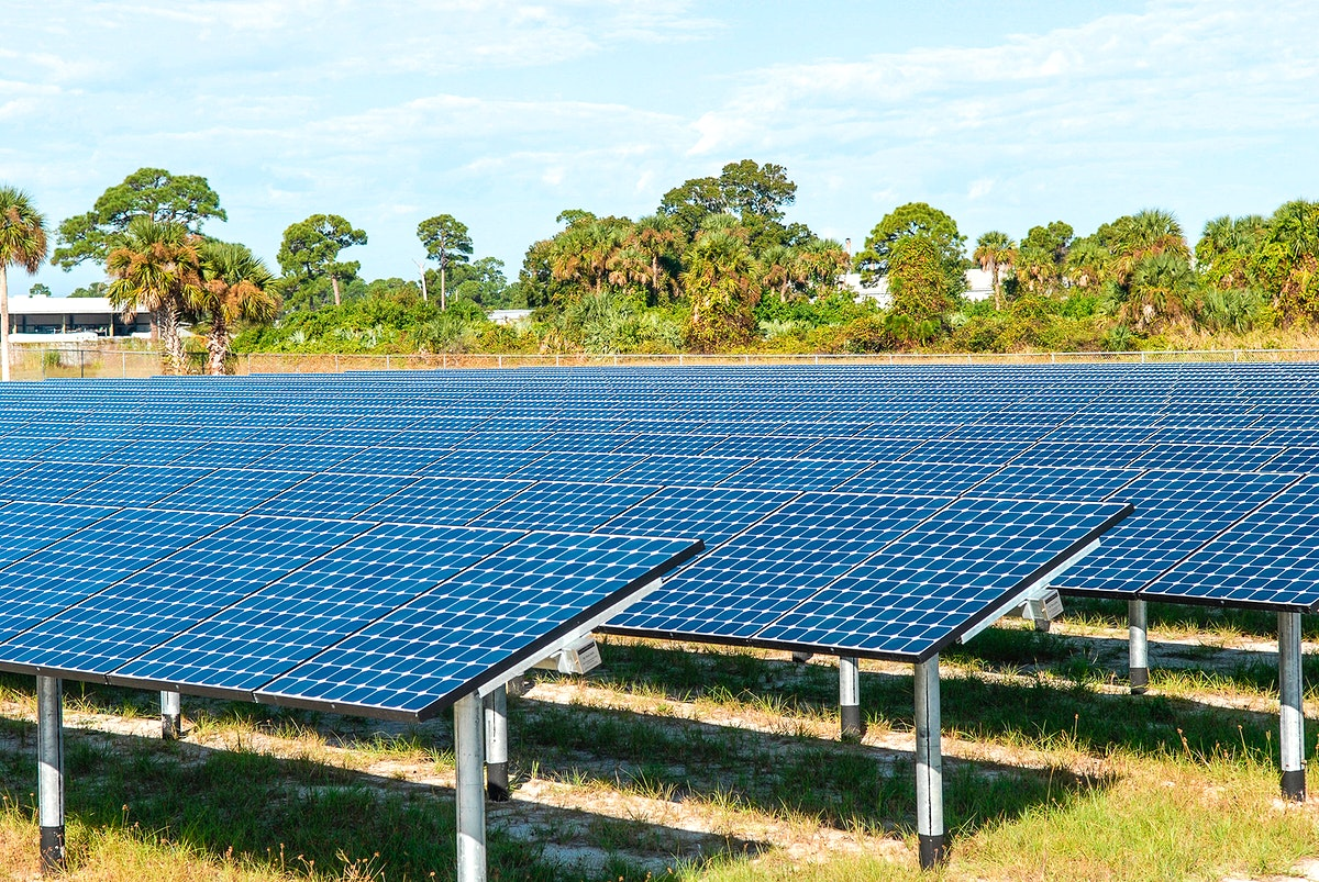 NASA's first large-scale solar power generation facility opens at NASA's Kennedy Space Center in Florida. Original from NASA.…