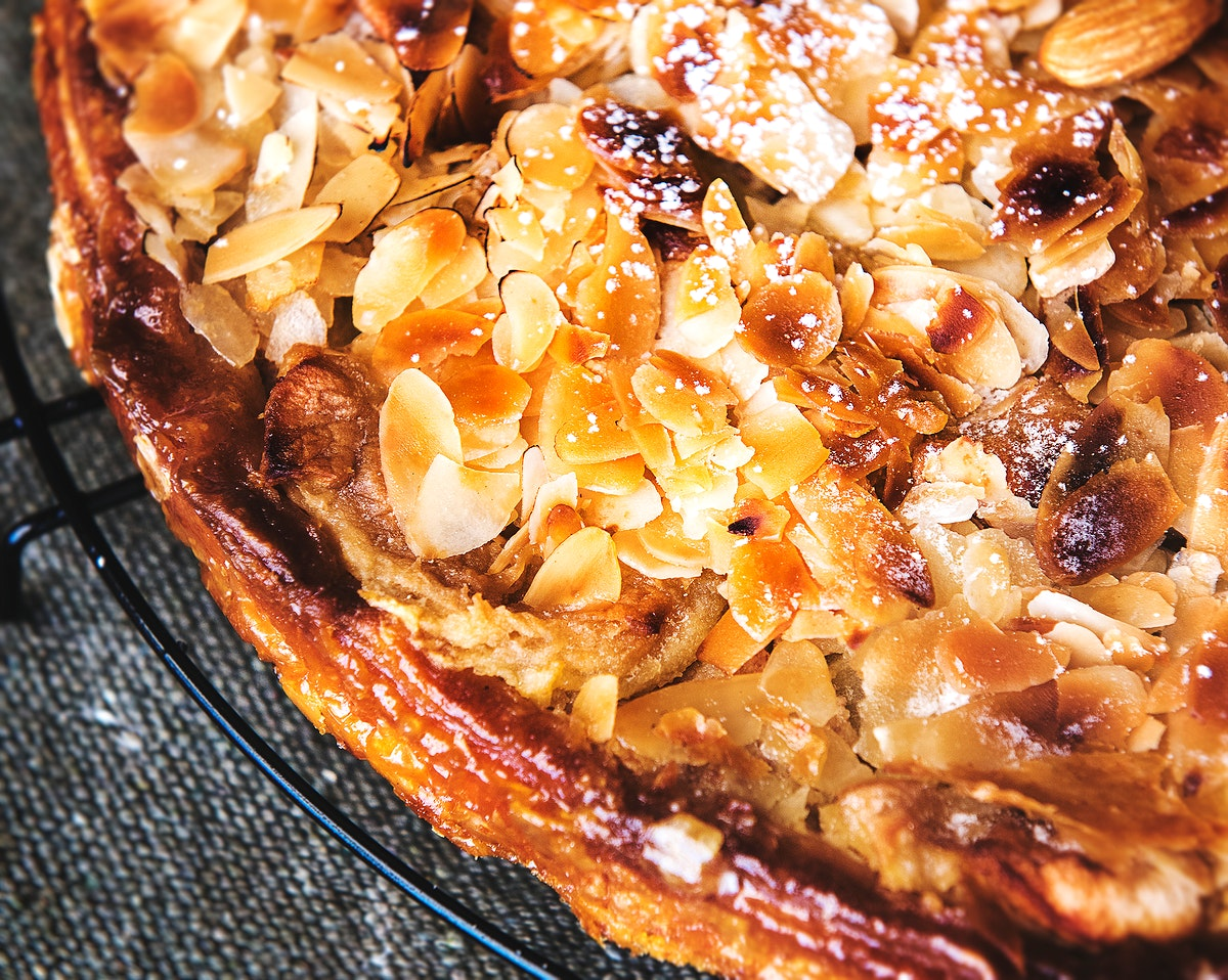 Homemade tosca cake with almonds