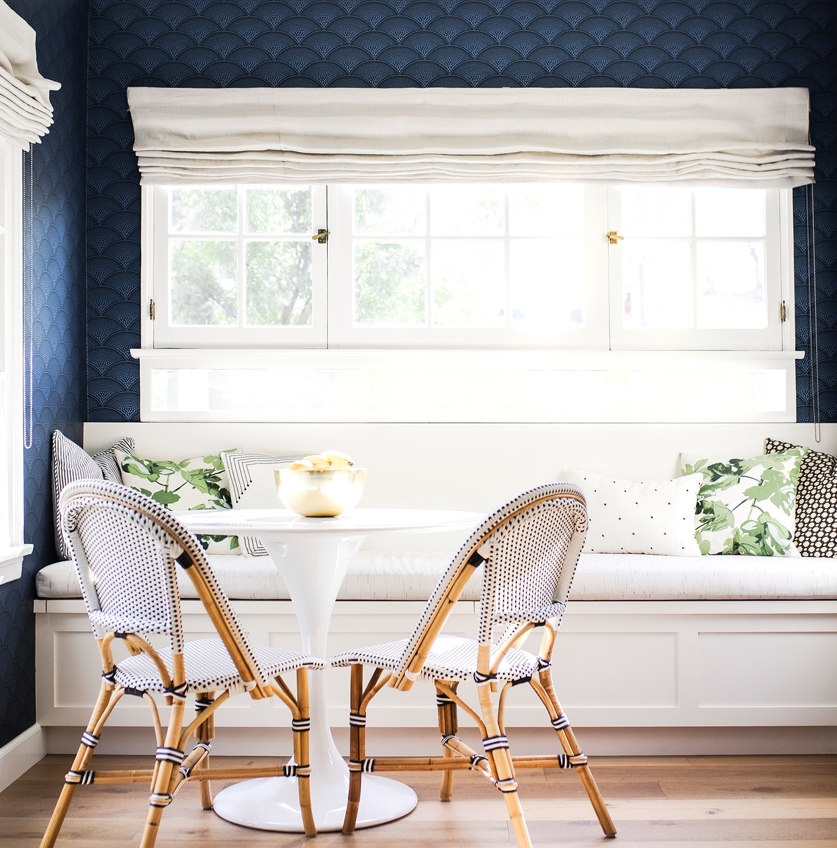 Bright white dinette house decor