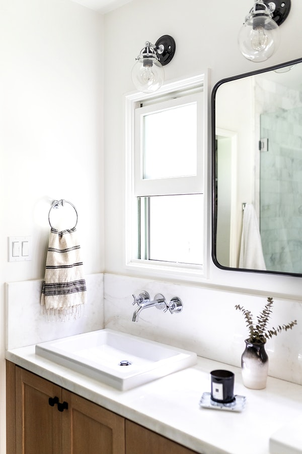Simply bright clean design bathroom