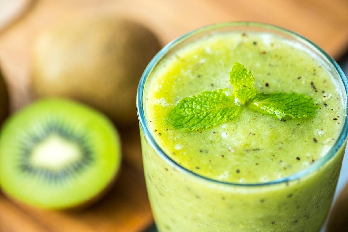 Healthy kiwi smoothie summer recipe