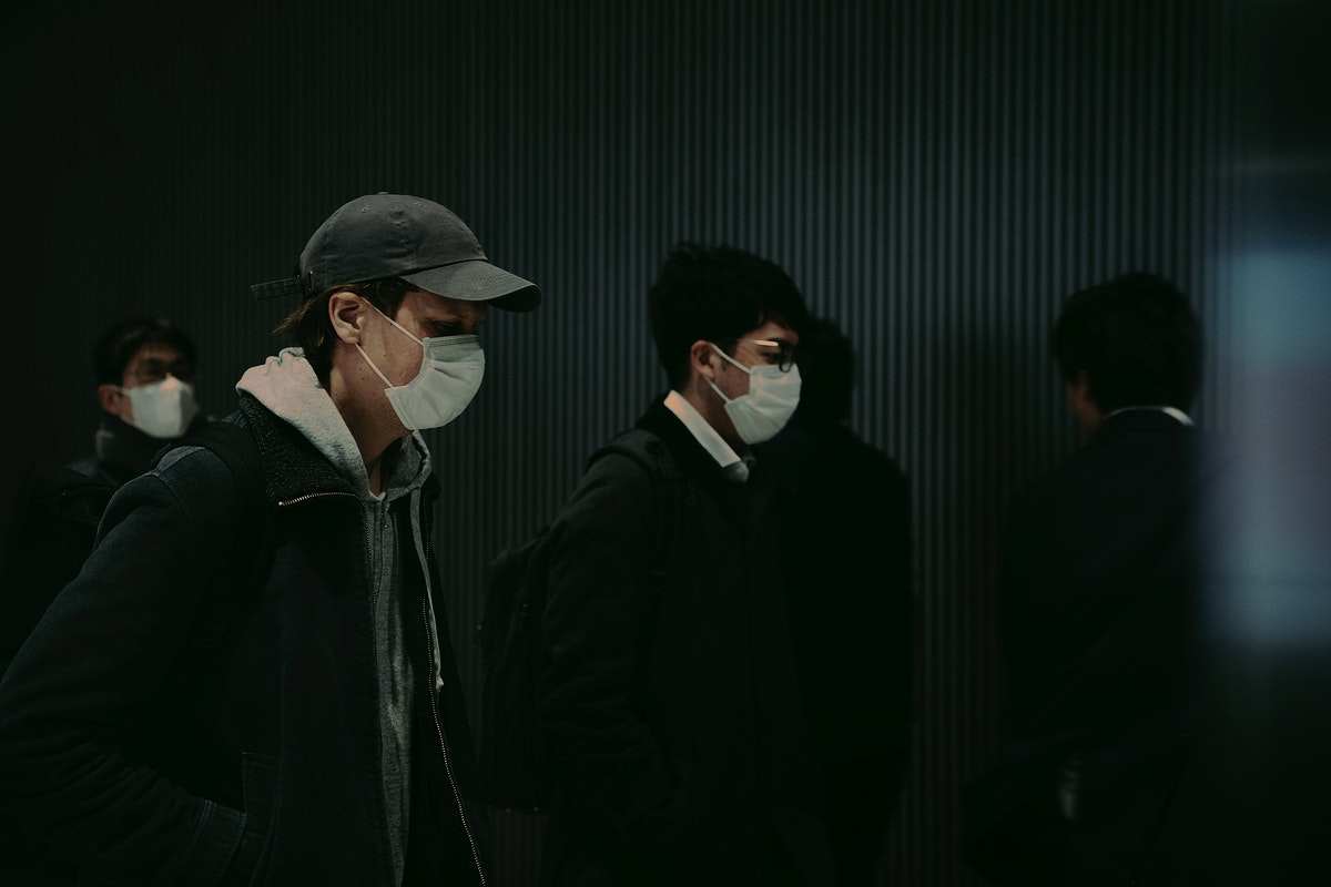 Commuters wearing disposable masks hoping to prevent the spread of corona virus (COVID-19). FEBRUARY 27, 2020 -  YOKOHAMA…