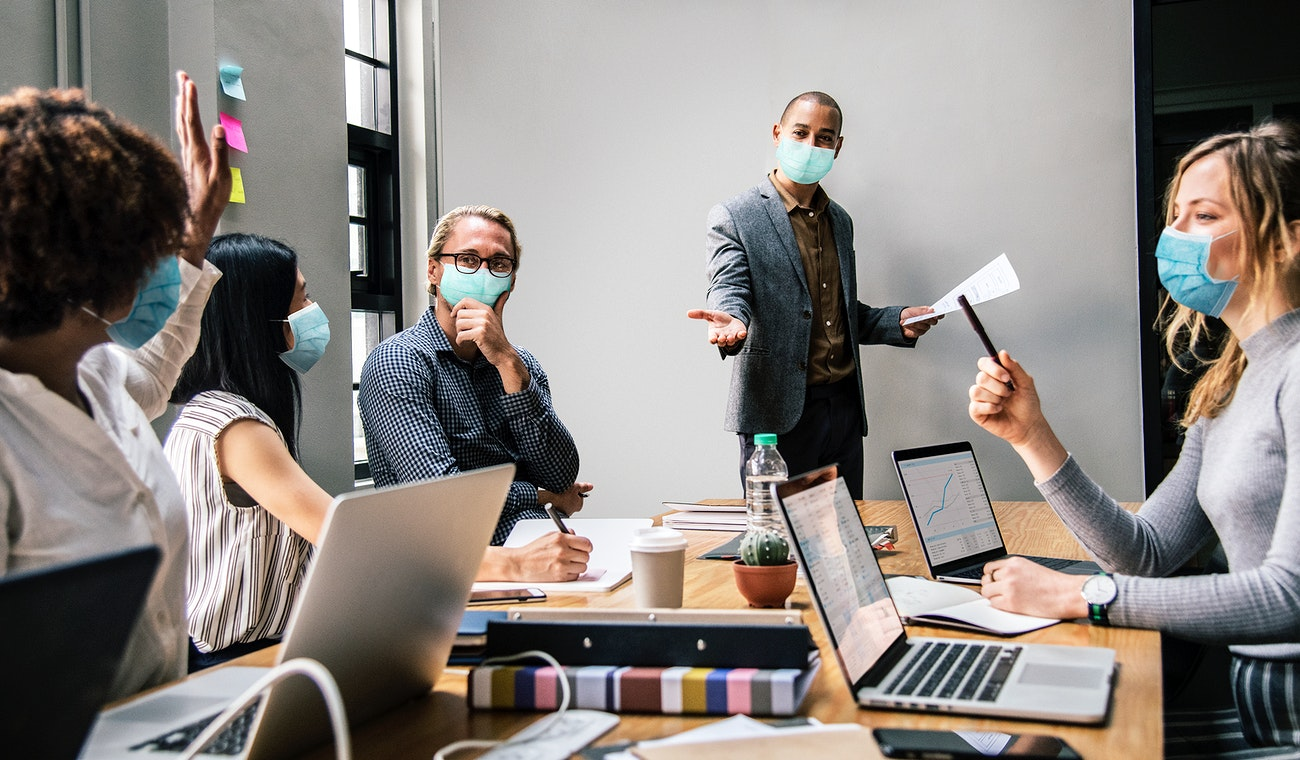 Business people wearing masks in coronavirus meeting, the new normal | Free  photo - 2616577