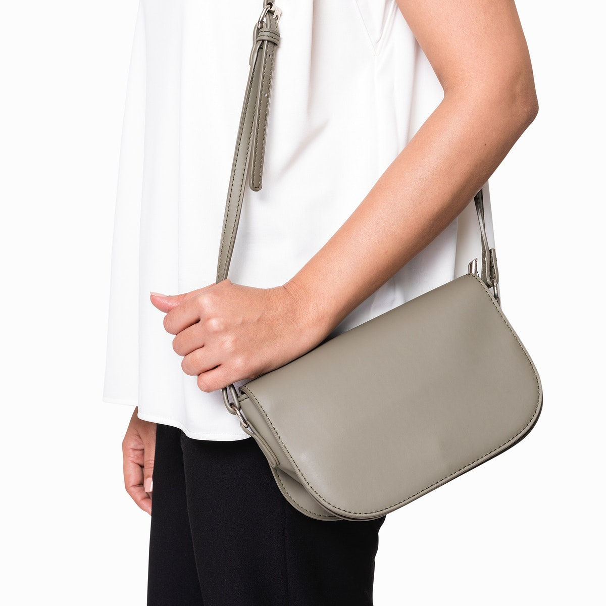 Woman carrying her gray leather crossbody bag