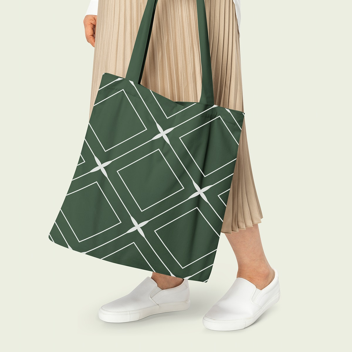 Green tote bag mockup psd with rhombus pattern casual apparel
